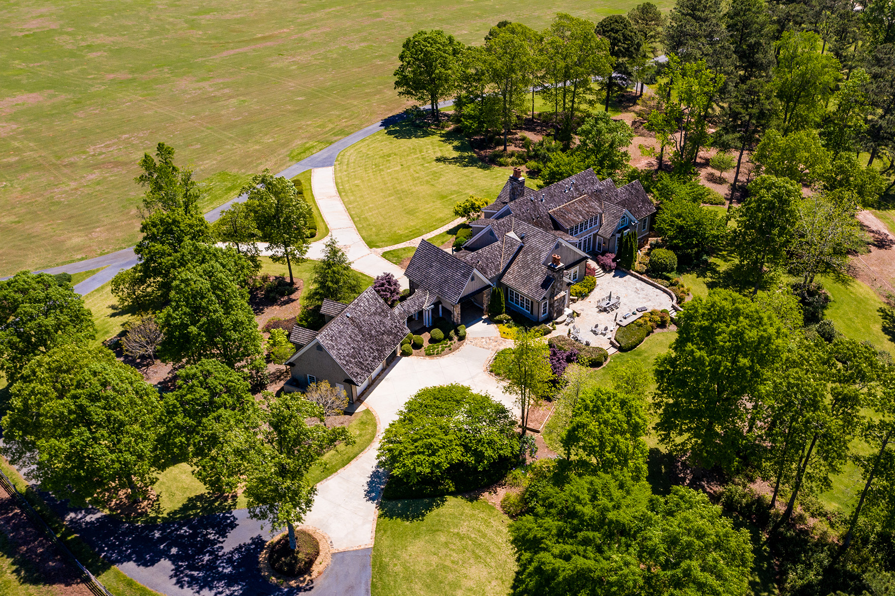 Hacienda / Granja / Rancho / Plantación por un Venta en Custom-Built Manor Home On Picturesque Landscape 1539 Bear Creek Road, Moreland, Georgia 30259 Estados Unidos