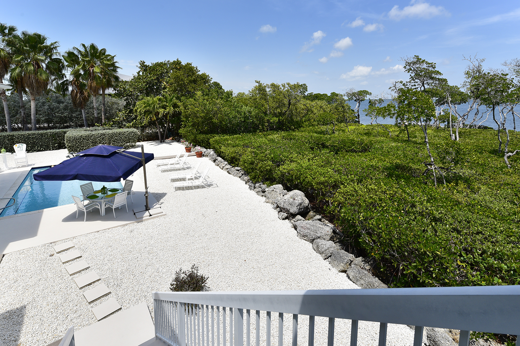 Additional photo for property listing at Exclusive Bayfront Home 45 Mutiny Place Key Largo, Florida 33037 Hoa Kỳ