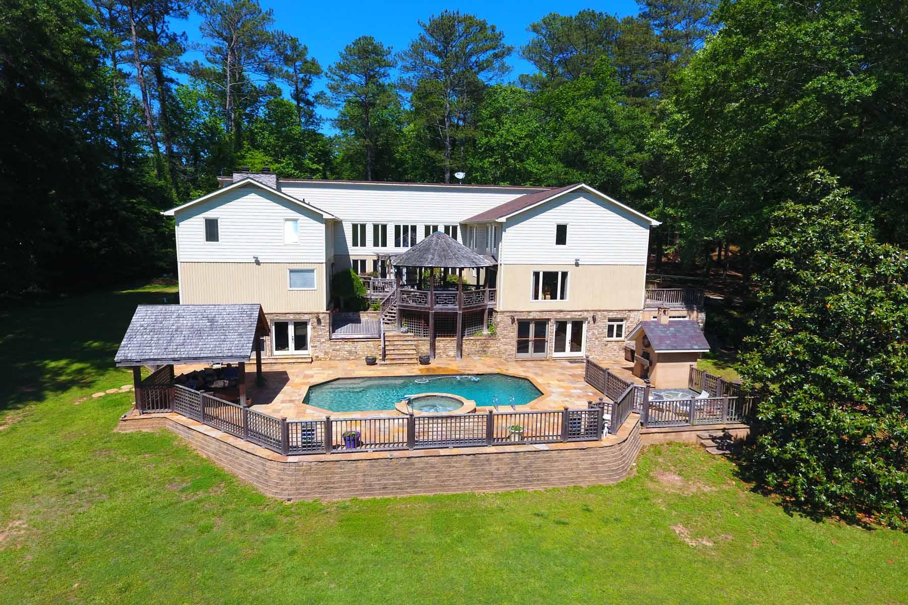 단독 가정 주택 용 매매 에 Serene Private 10 Acre 8 Bedroom Equestrian Property Just Minutes From Hwy. 85 1004 Mill Creek Run Suwanee, 조지아, 30024 미국