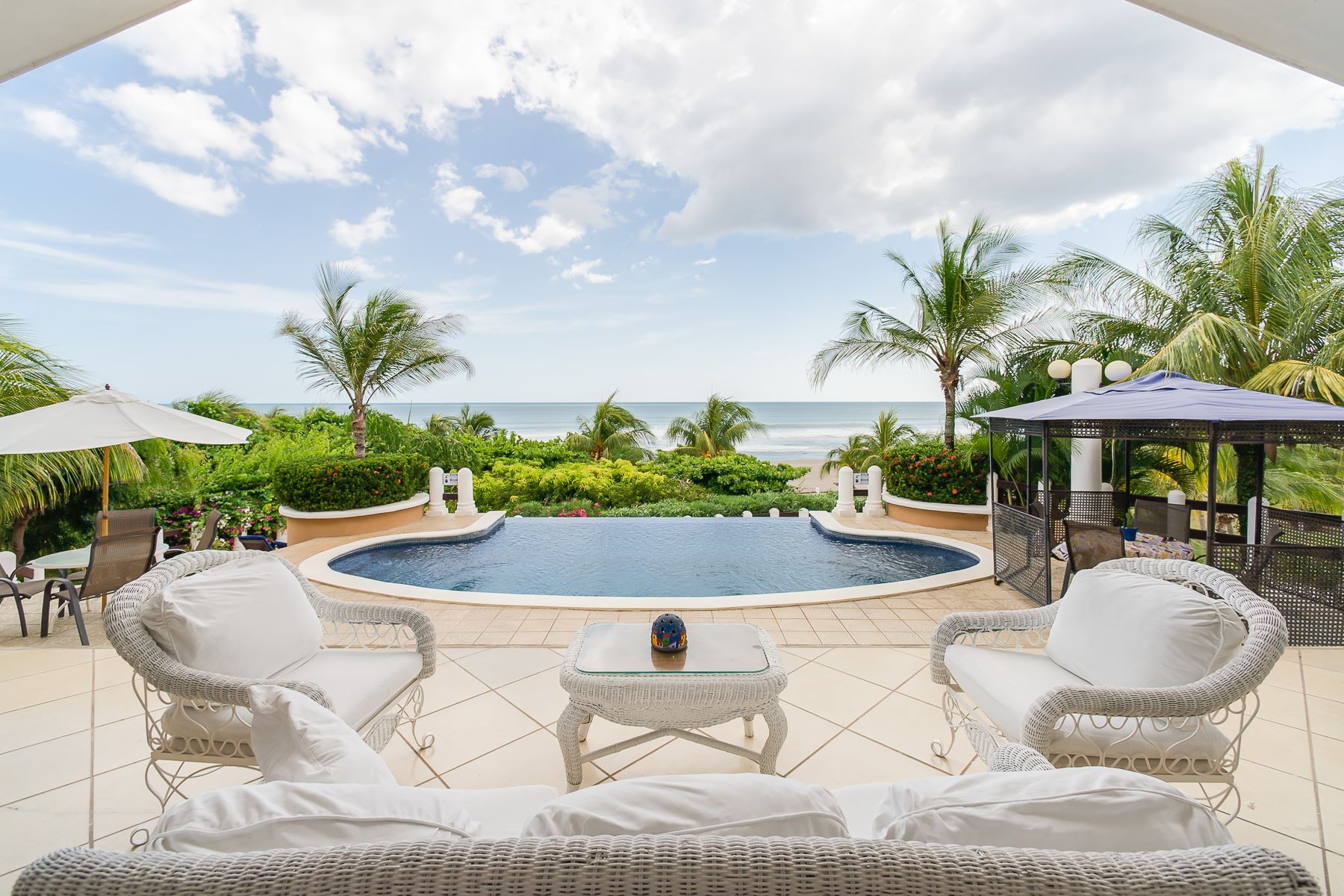 Частный односемейный дом для того Продажа на Villa ColEli a Luxurious Beauty on the Sands of Playa Pochomil Other Managua, Managua, Nicaragua