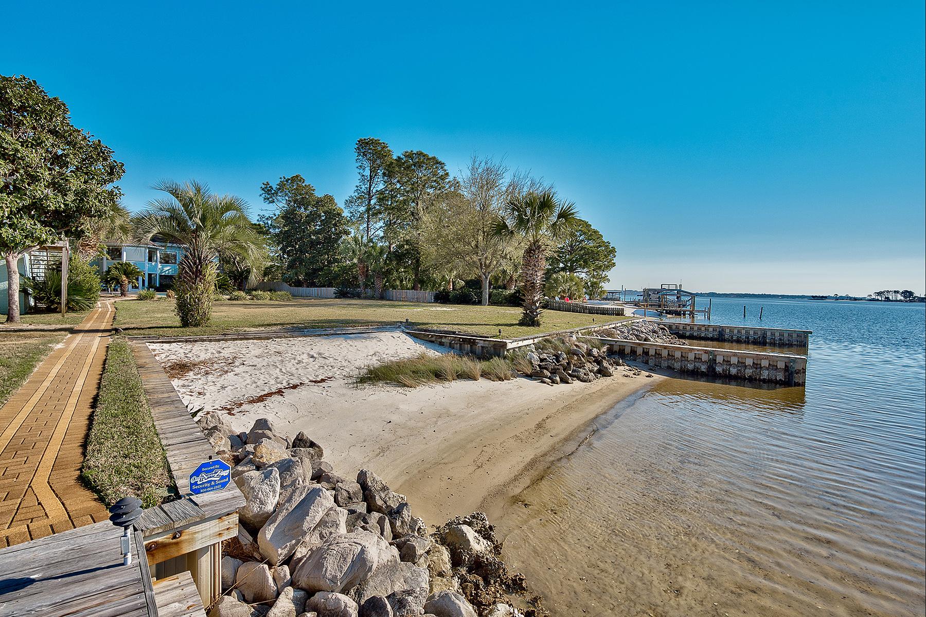 独户住宅 为 销售 在 ULTIMATE WATERFRONT PARADISE HOME WITH 2 STORY DECK 225 NE Beachview Drive 华尔顿堡滩, 佛罗里达州, 32547 美国