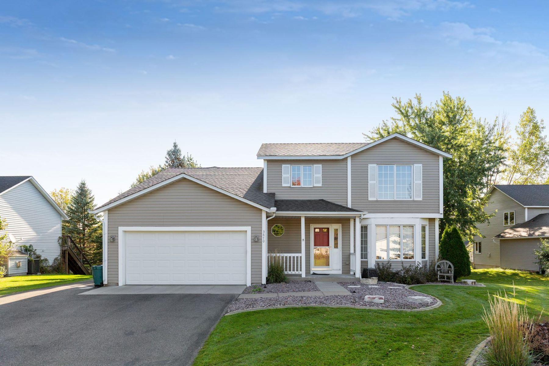 Single Family Homes para Venda às Plymouth, Minnesota 55446 Estados Unidos