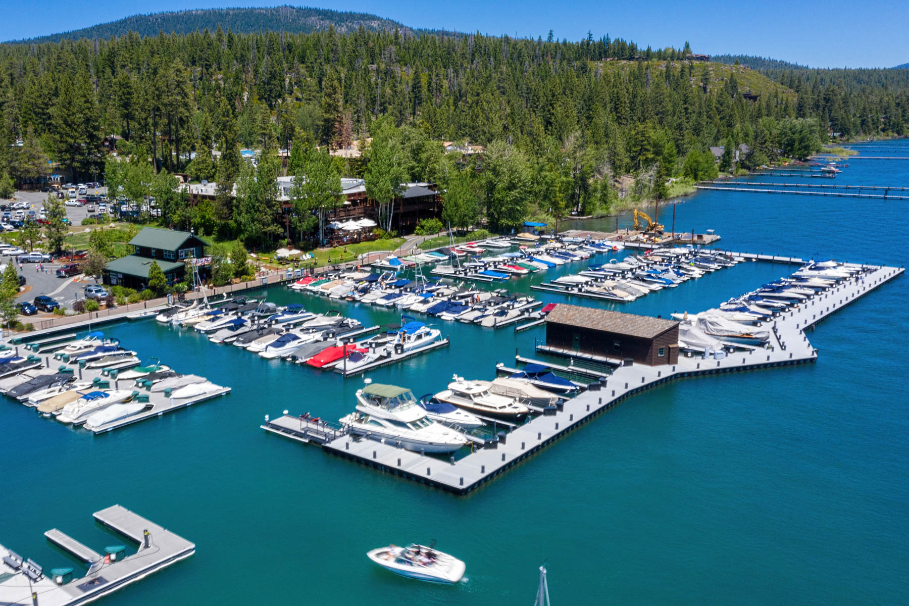 Additional photo for property listing at 700 North Lake Boulevard E-30 Tahoe City CA 96145 700 North Lake Tahoe Boulevard E-30 Tahoe City, California 96145 United States