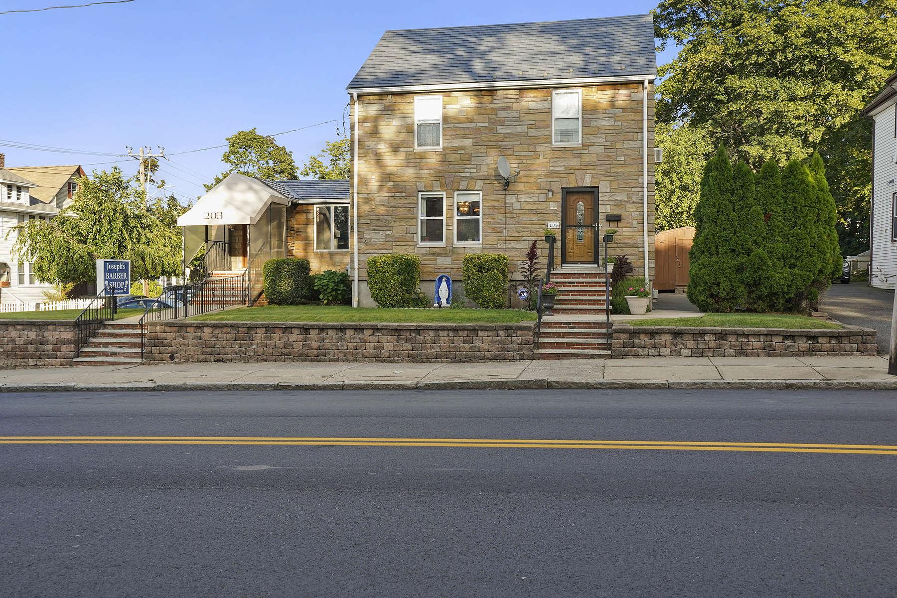 Single Family Homes 为 销售 在 梅福德, 马萨诸塞州 02155 美国