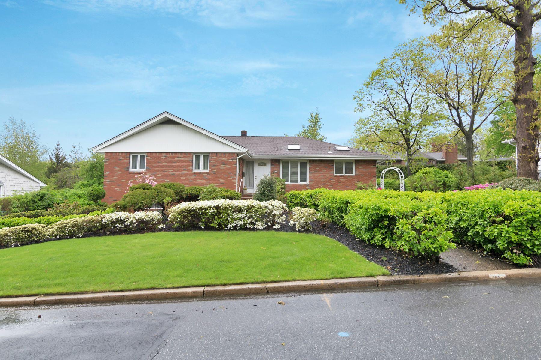 Vivienda unifamiliar por un Venta en 61 Oakwood Lane Englewood Cliffs, Nueva Jersey, 07632 Estados Unidos