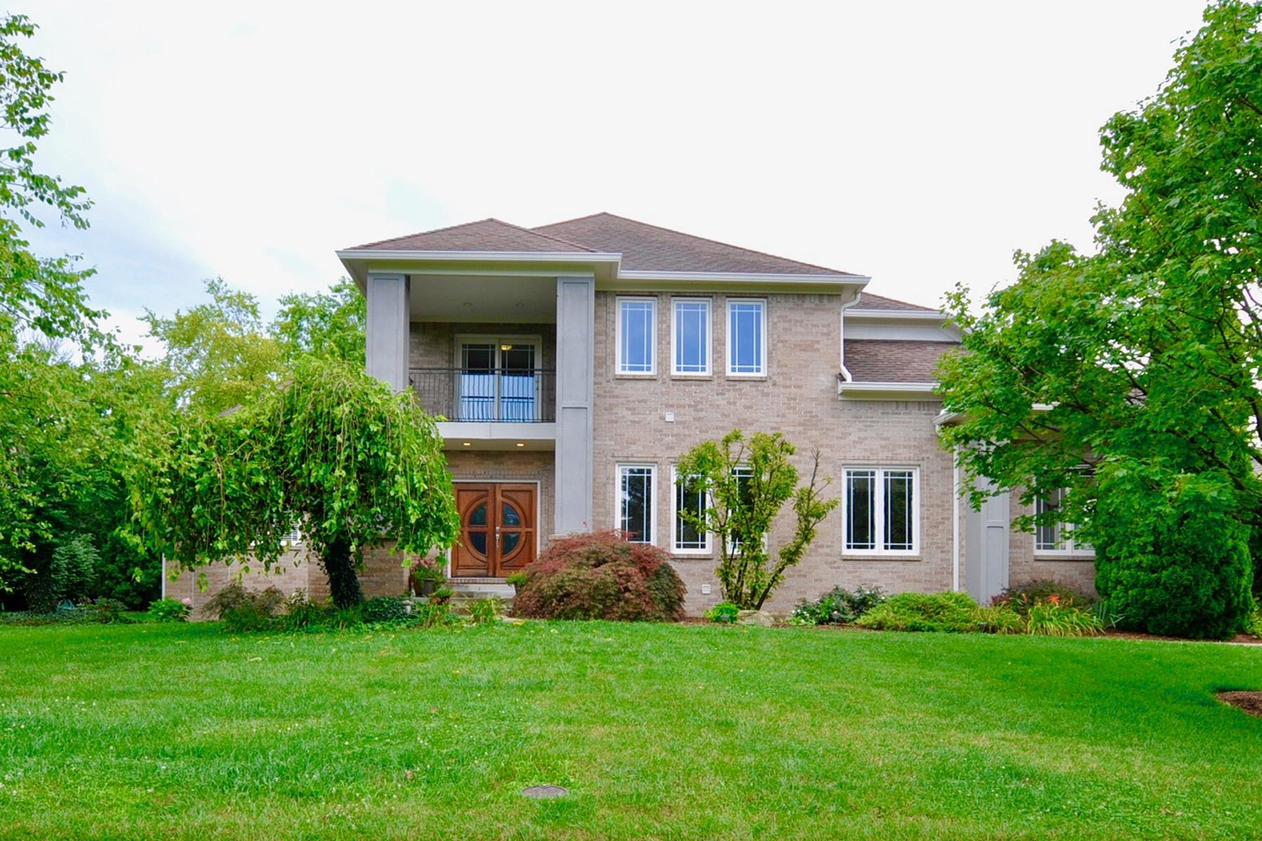Частный односемейный дом для того Продажа на Elegant Homes Rests on Private Lot 11758 Arborhill Drive Zionsville, Индиана, 46077 Соединенные Штаты
