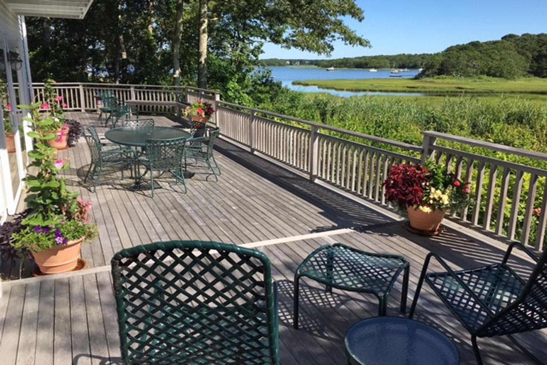 Частный односемейный дом для того Продажа на WATER VIEW CONTEMPORARY HOME 9 Tide Run New Seabury, Массачусетс, 02649 Соединенные Штаты