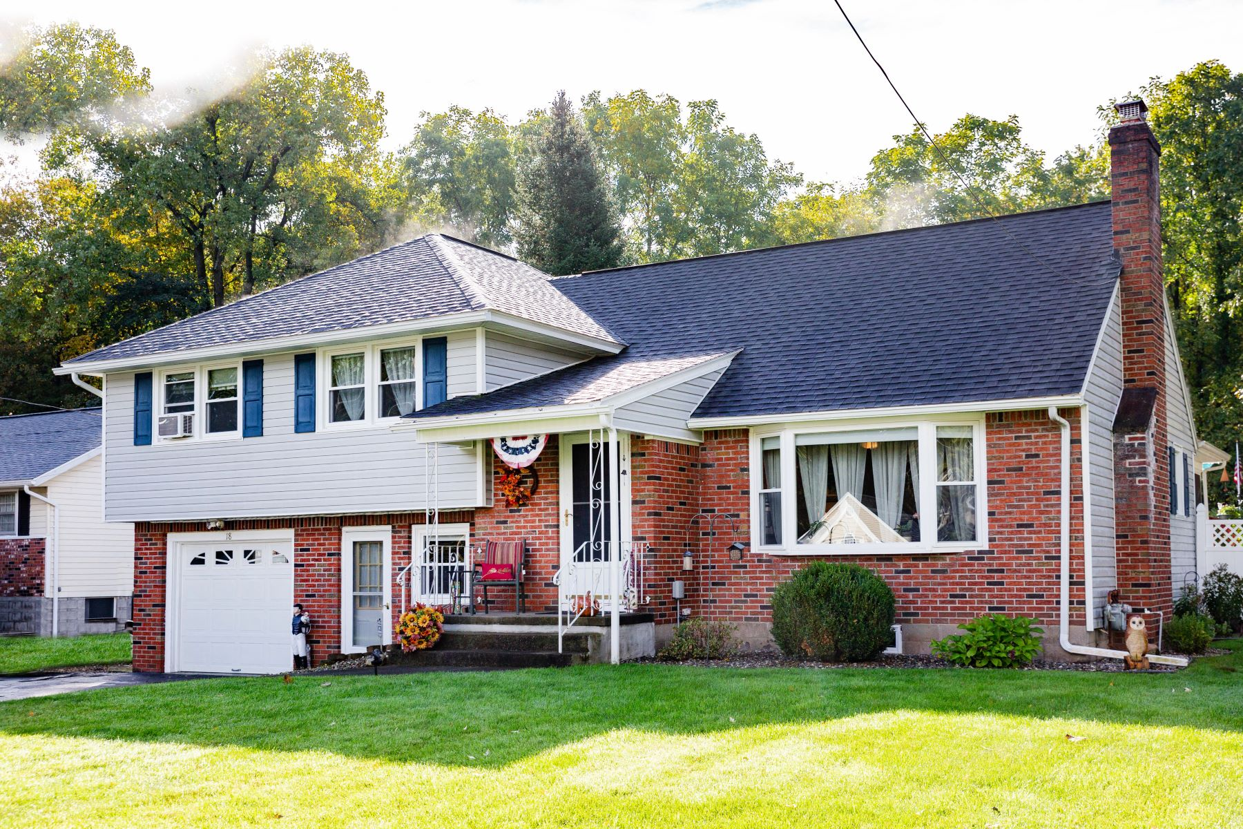 Single Family Homes for Sale at Spacious Updated Split Level 18 Dyer Dr Clifton Park, New York 12065 United States