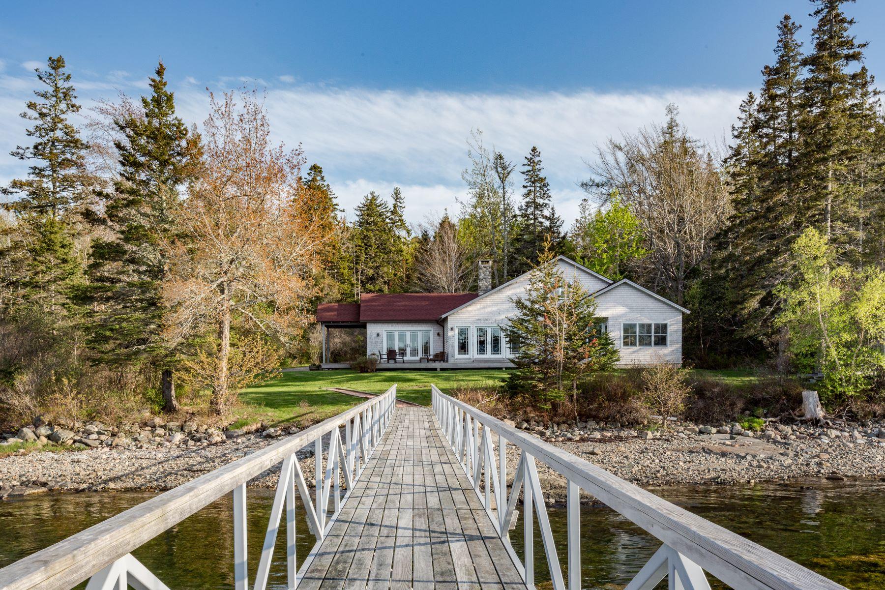 Single Family Homes للـ Sale في Southwest Harbor, Maine 04679 United States