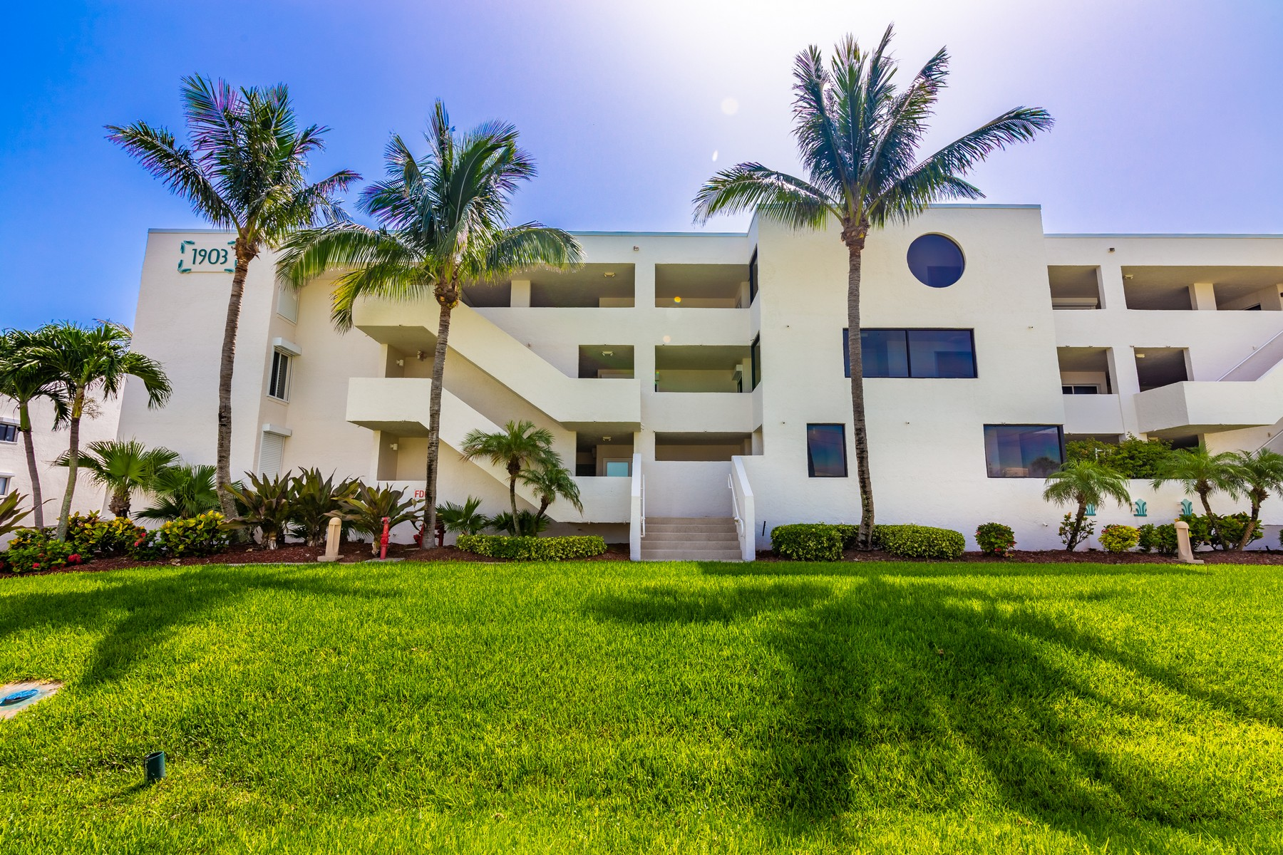 Additional photo for property listing at Gorgeous Oceanfront Condo with Panoramic Views of the Crystal Blue Atlantic 1903 Atlantic Street Unit 222 Melbourne Beach, Florida 32951 United States