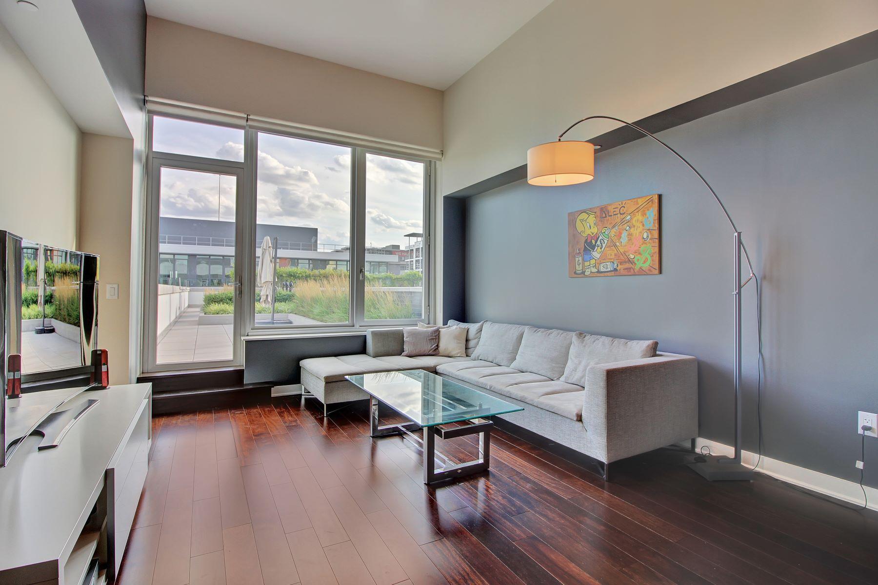 Condomínio para Venda às Pure Luxury Two Bedroom Penthouse 1000 Avenue At Port Imperial #709 Weehawken, Nova Jersey, 07086 Estados Unidos