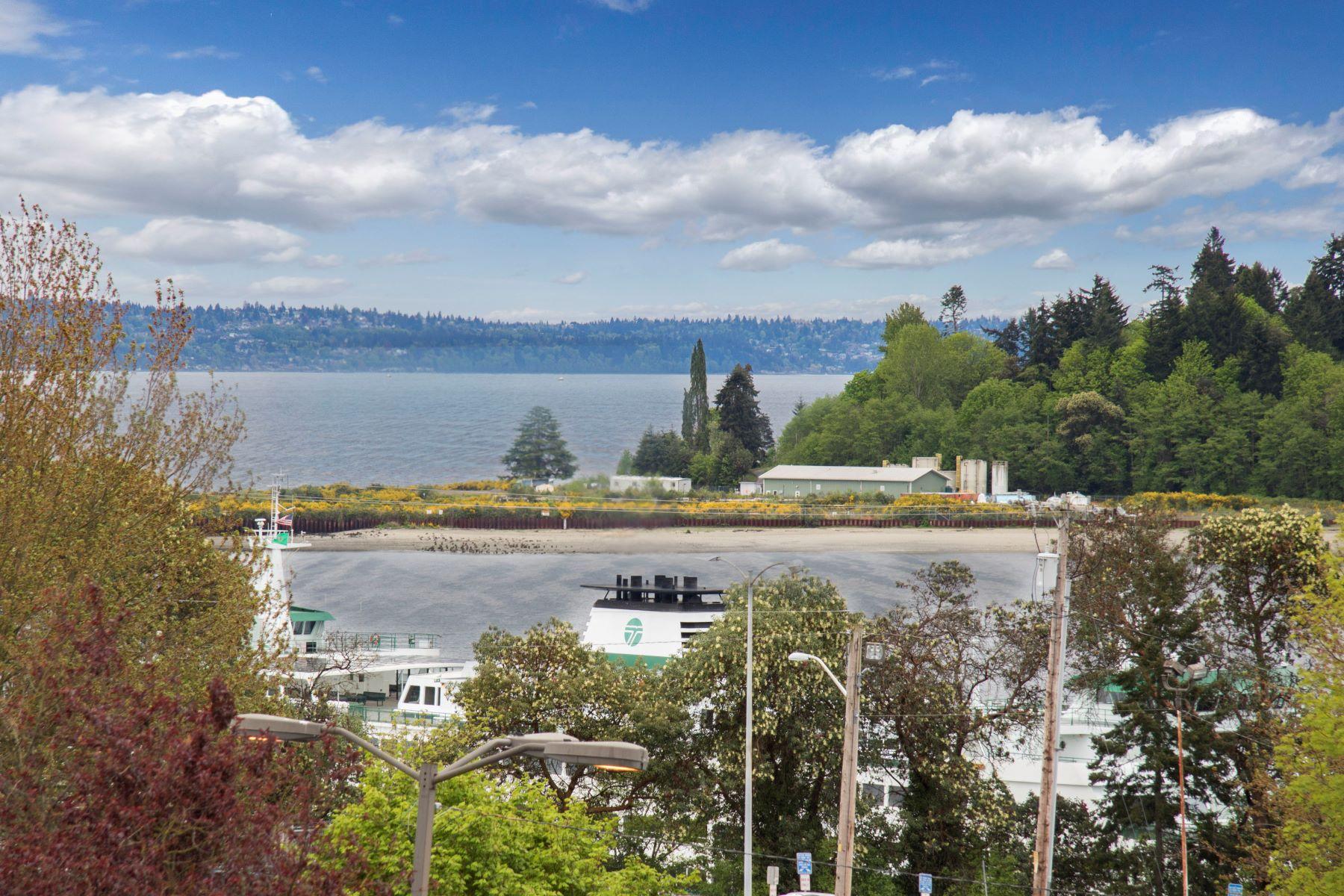 Condominio per Vendita alle ore Prime In-Town Location! 157 Harbor Square Lp NE #157 Bainbridge Island, Washington, 98110 Stati Uniti
