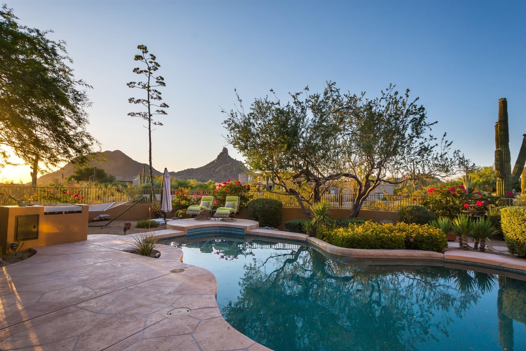 独户住宅 为 销售 在 Beautifully maintained home with spectacular views 10320 E Ranch Gate Rd, 斯科茨代尔, 亚利桑那州, 85255 美国