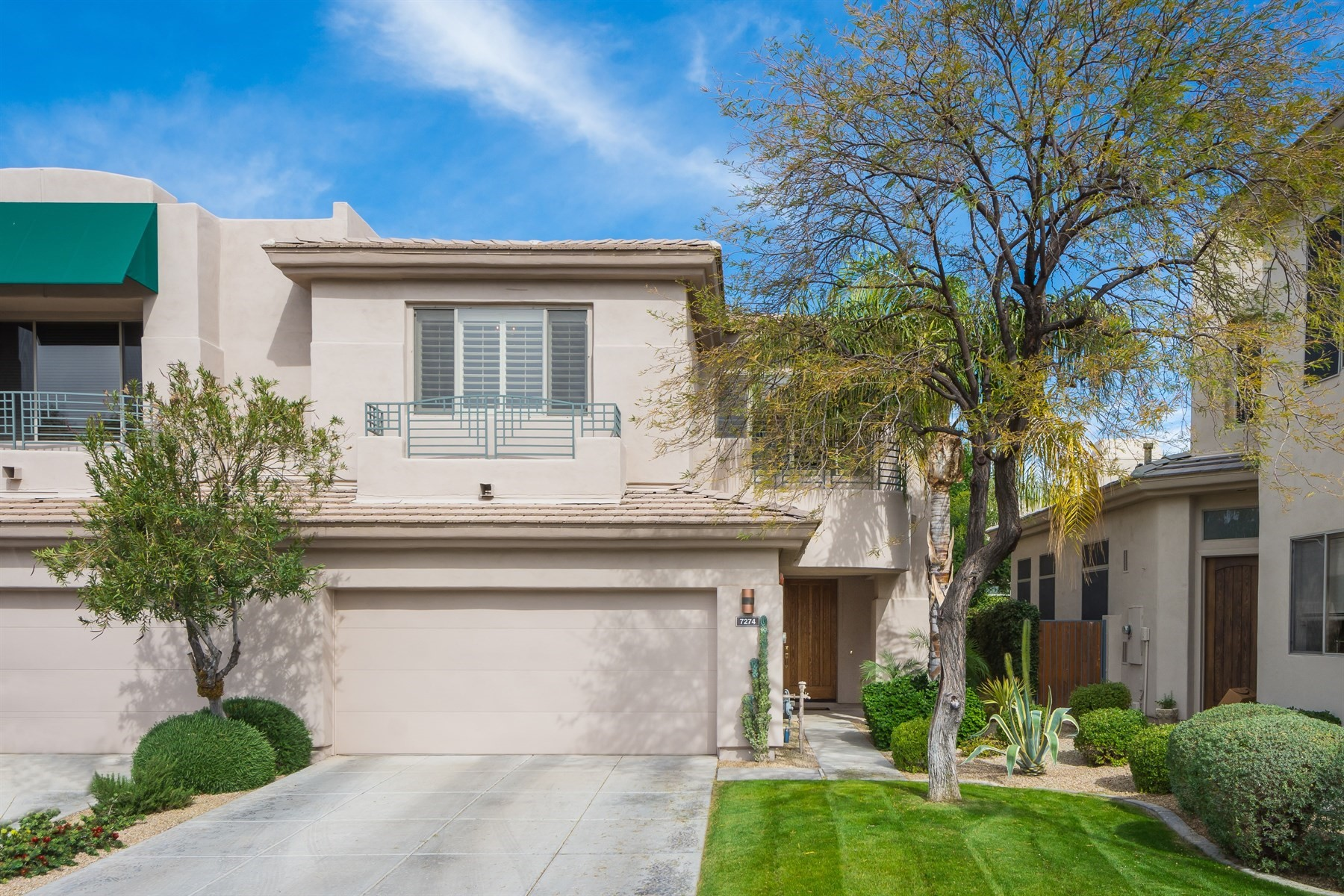 Таунхаус для того Продажа на Meticulously maintained home in the heart of Scottsdale 7274 E Del Acero Drive Scottsdale, Аризона, 85258 Соединенные Штаты