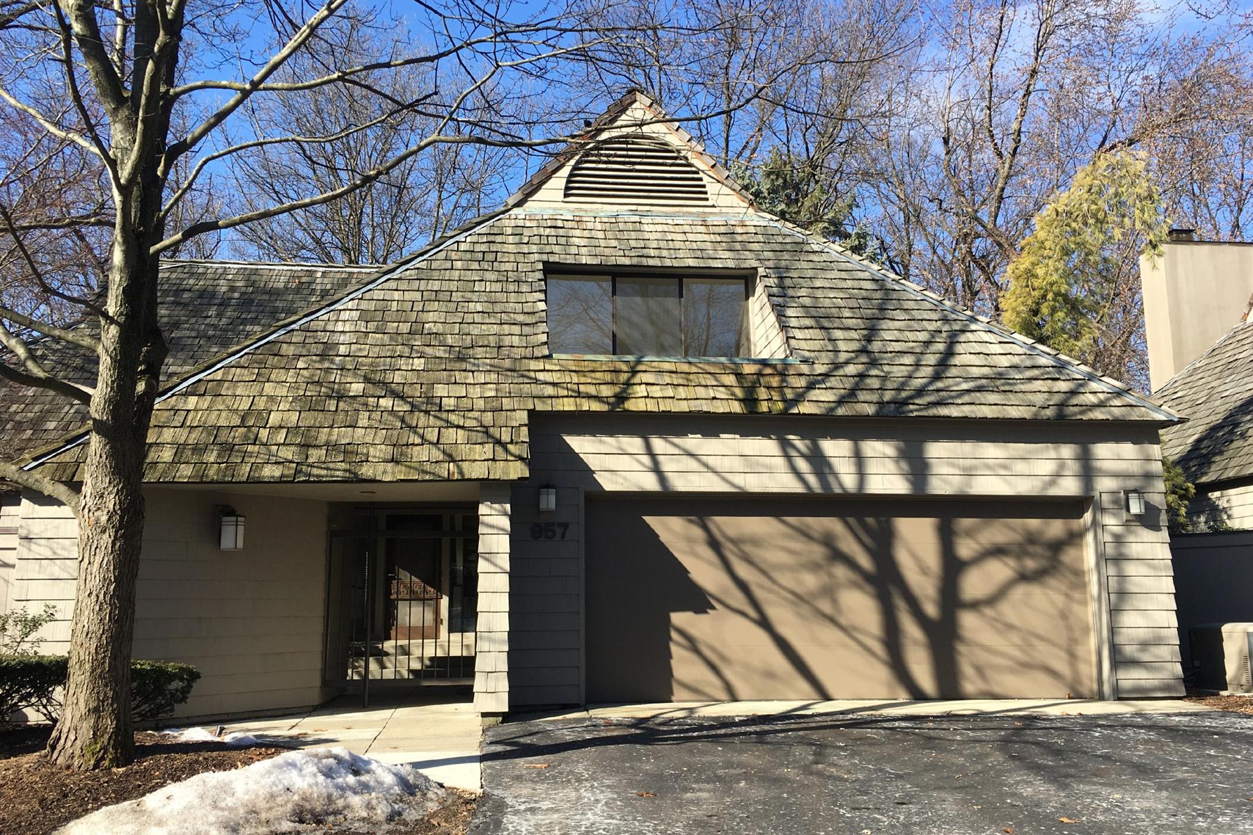 共管式独立产权公寓 为 销售 在 Bloomfield Hills 957 Bloomfield Woods 布龙菲尔德山, 密歇根州, 48304 美国