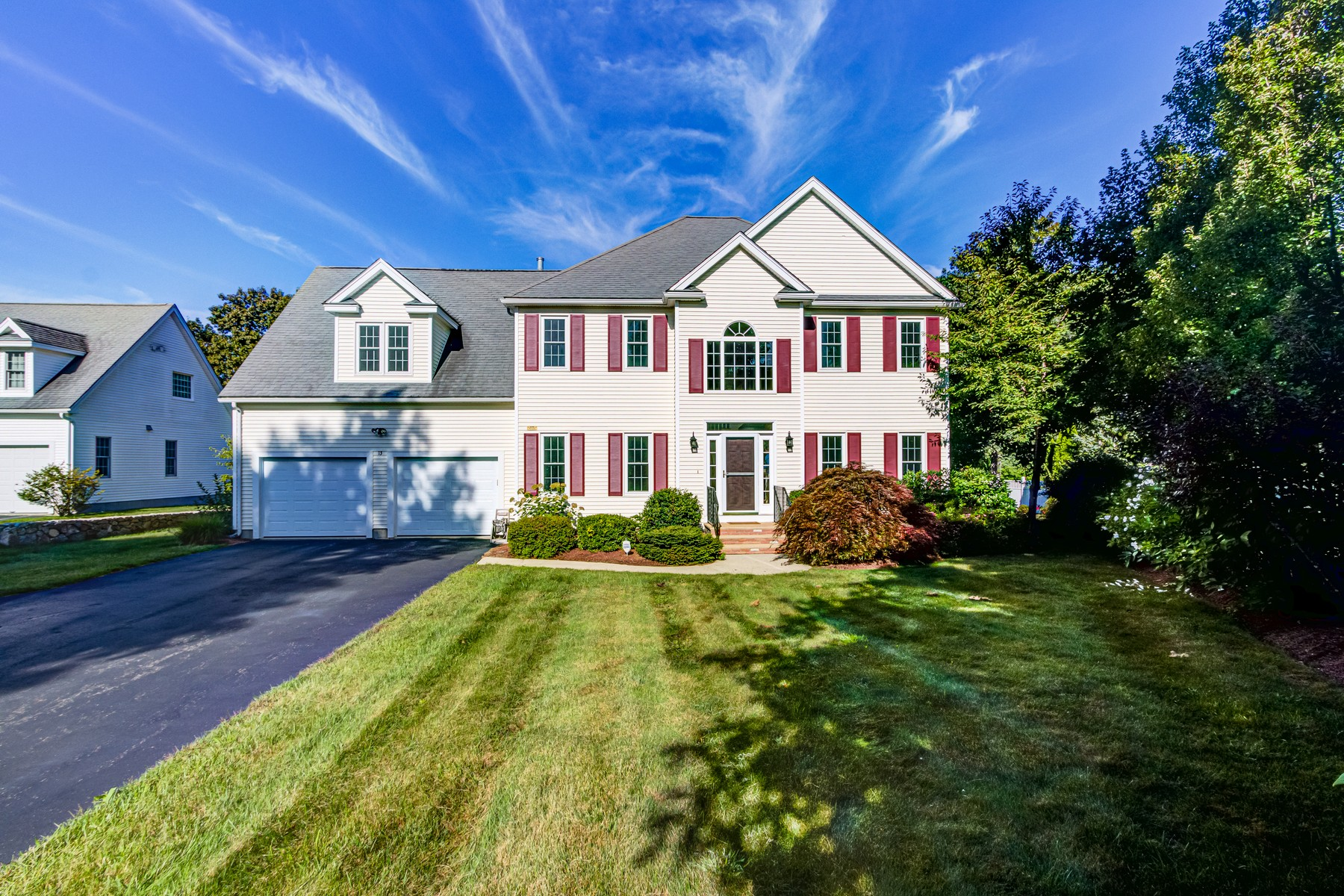 Single Family Homes por un Venta en Bright And Meticulously Maintained Colonial 13 Muir Way Marlborough, Massachusetts 01752 Estados Unidos