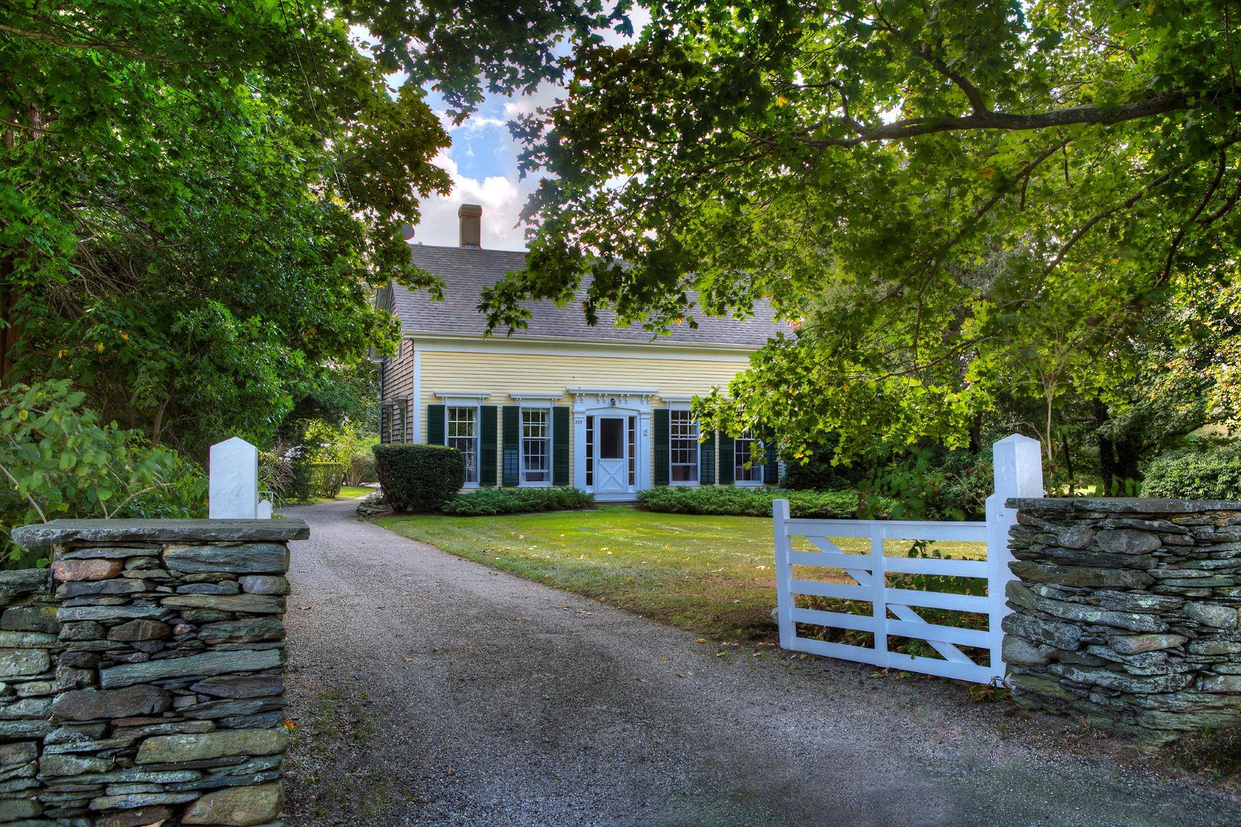 Single Family Homes por un Venta en The Lower Glen 297 Glen Road Portsmouth, Rhode Island 02871 Estados Unidos