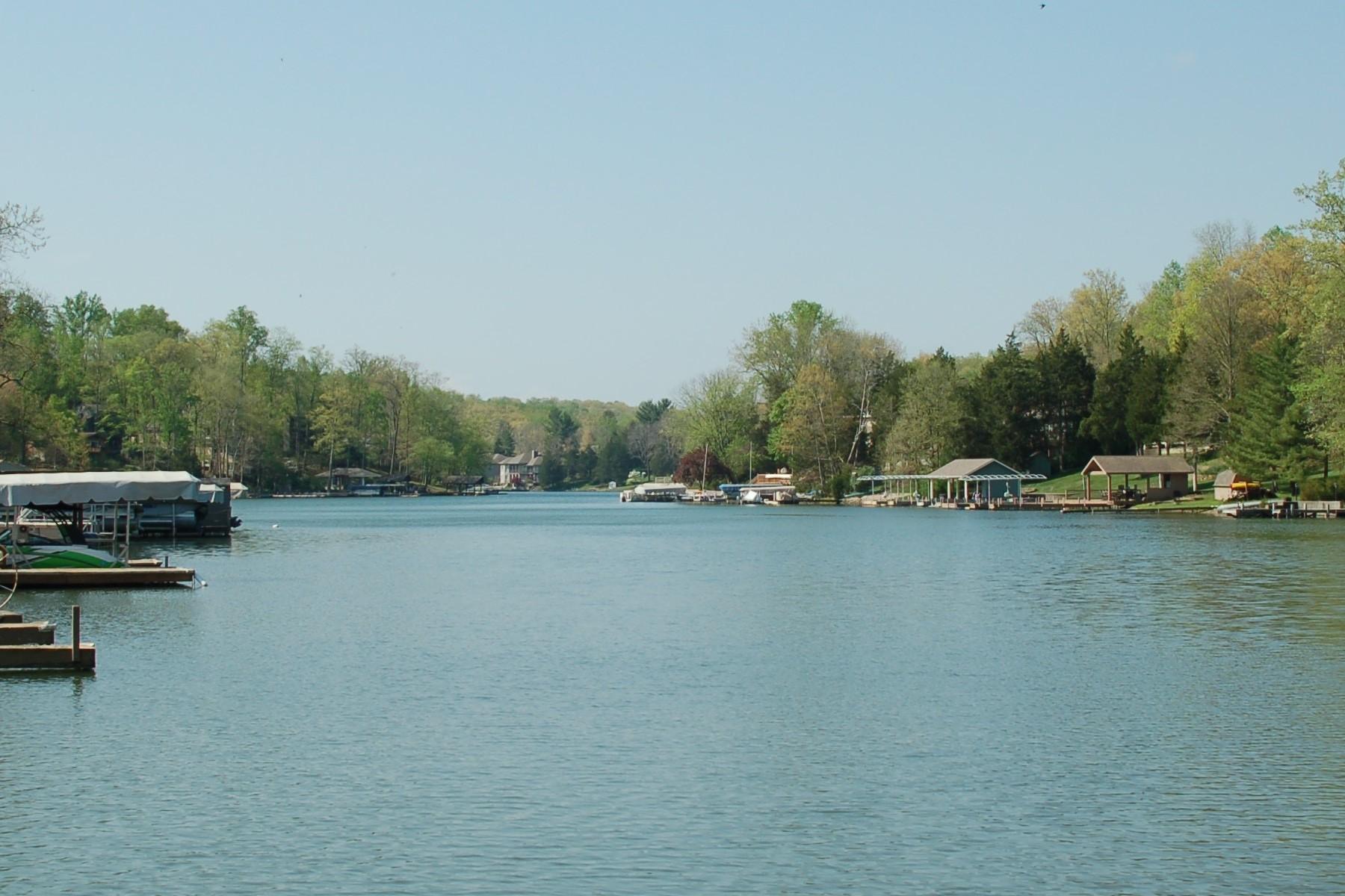 Terrain pour l Vente à Beautiful Grandview Lake 11954 Glen Ln W Columbus, Indiana, 47201 États-Unis