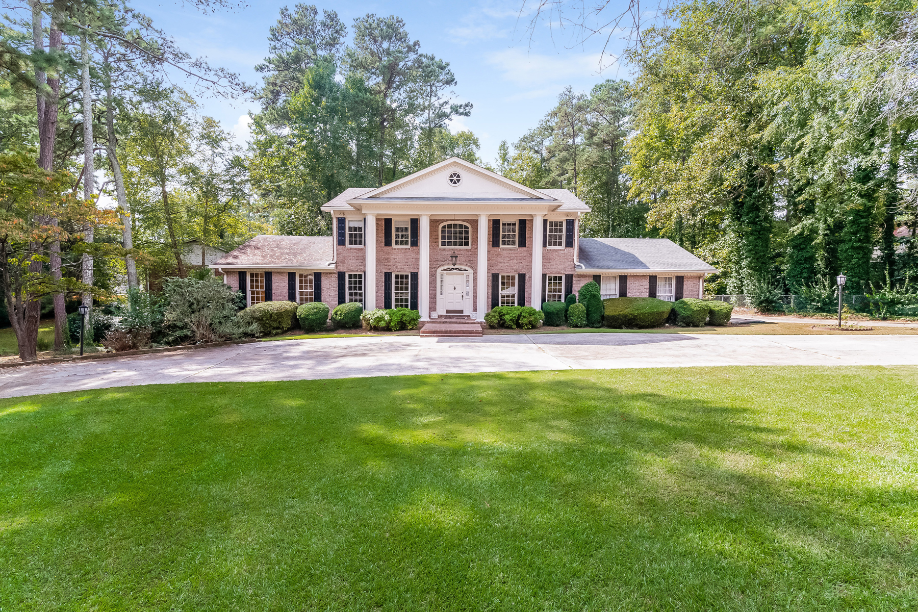Single Family Home for Sale at Dunwoody Club Forest's Best Cul-de-sac Lot 1771 Tamworth Court Dunwoody, Georgia 30338 United States