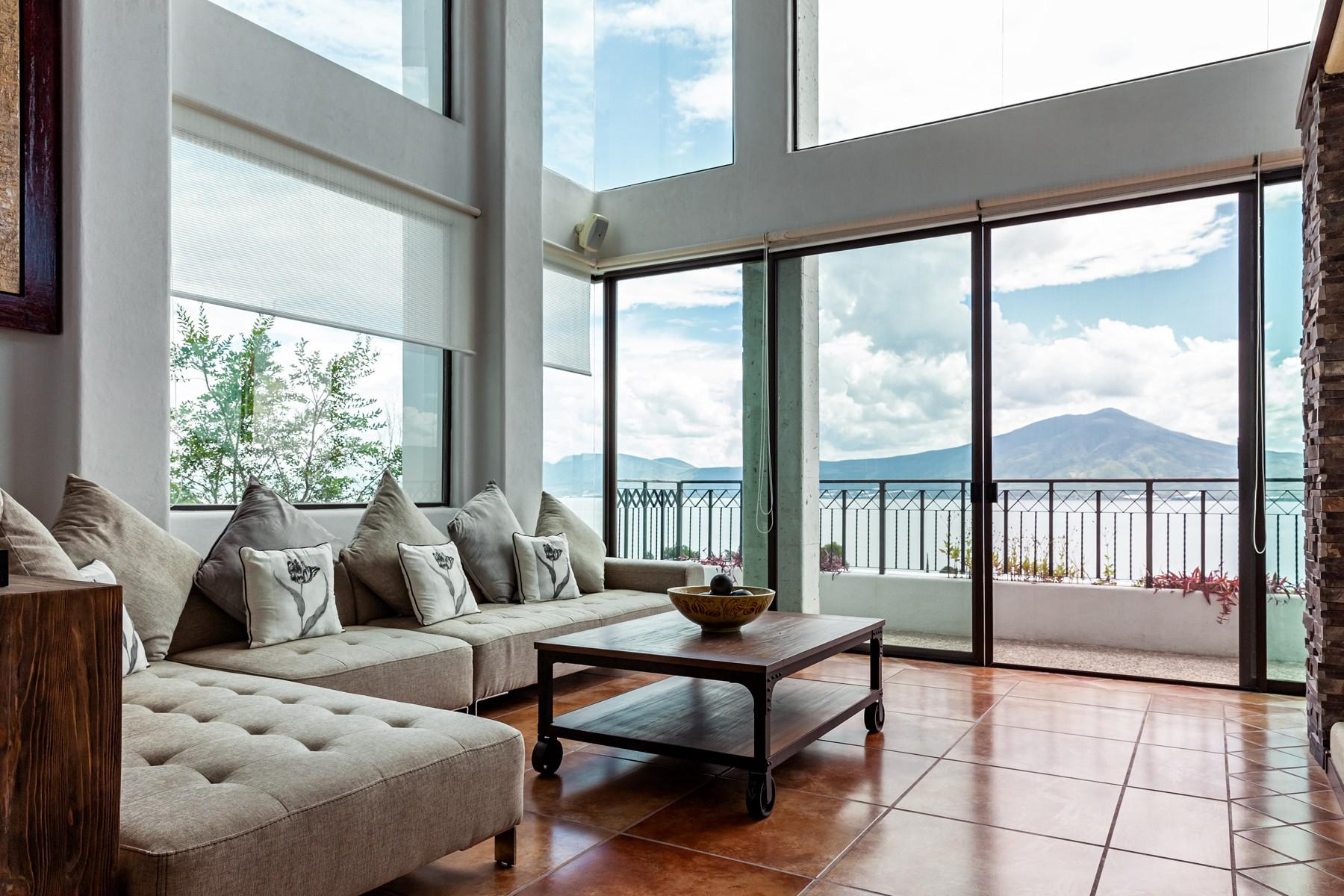 Single Family Homes 용 매매 에 Casa Del Lago, Chapala, Jocotepec Privada El Limon 251 Chapala, Jalisco 45820 멕시코