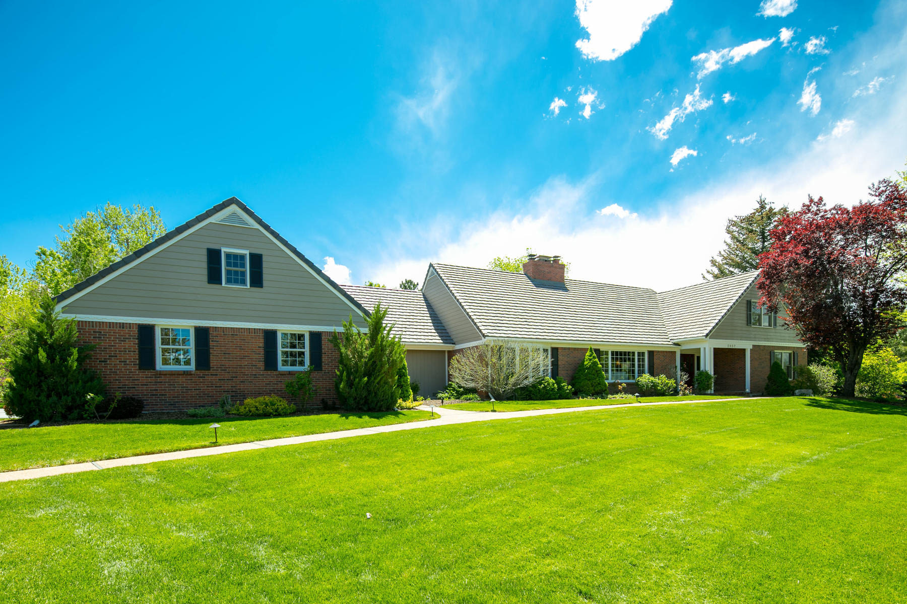 Single Family Homes για την Πώληση στο Perfectly situated on approx. 2 acres, wrapped by the Highline Canal. 5857 S Highline Cir, Greenwood Village, Κολοραντο 80121 Ηνωμένες Πολιτείες