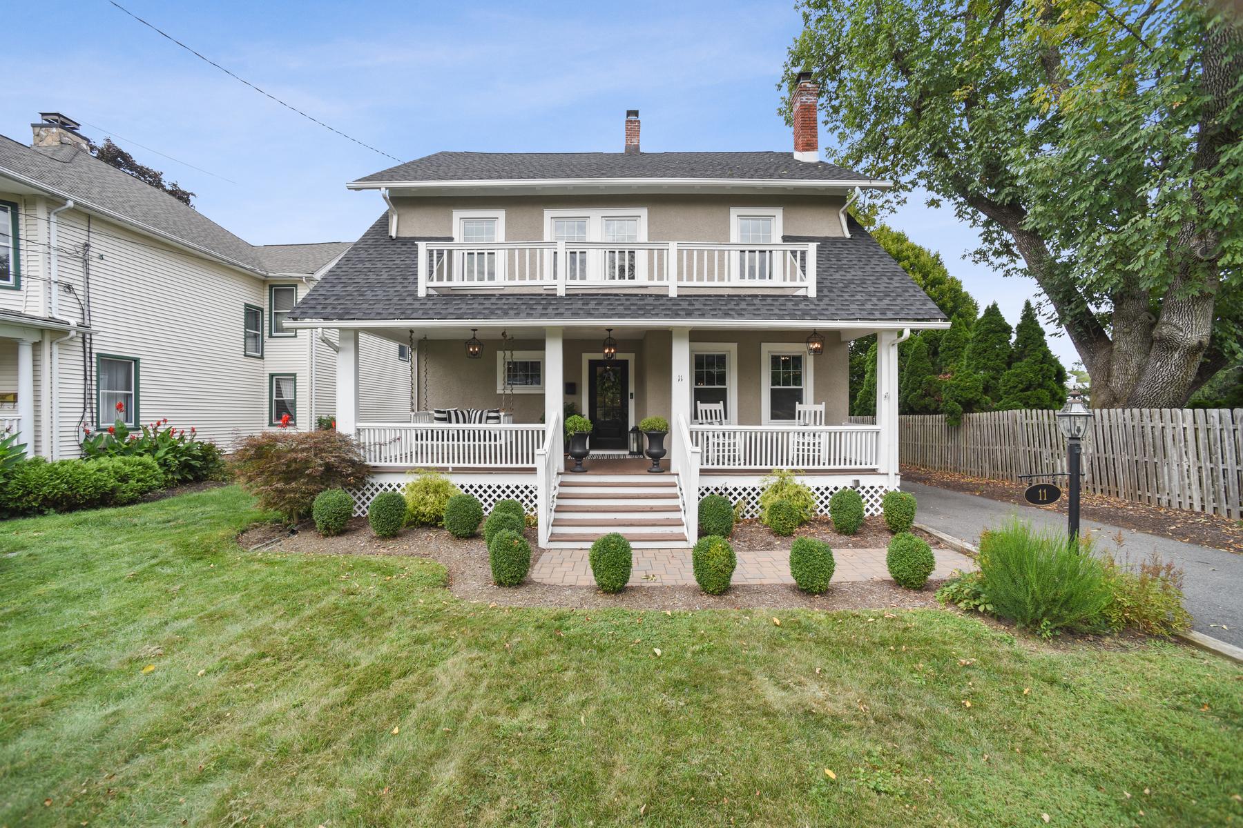 Single Family Homes för Försäljning vid Totally Renovated Stunning Colonial 11 Glenbrook Road, Morris Plains, New Jersey 07950 Förenta staterna