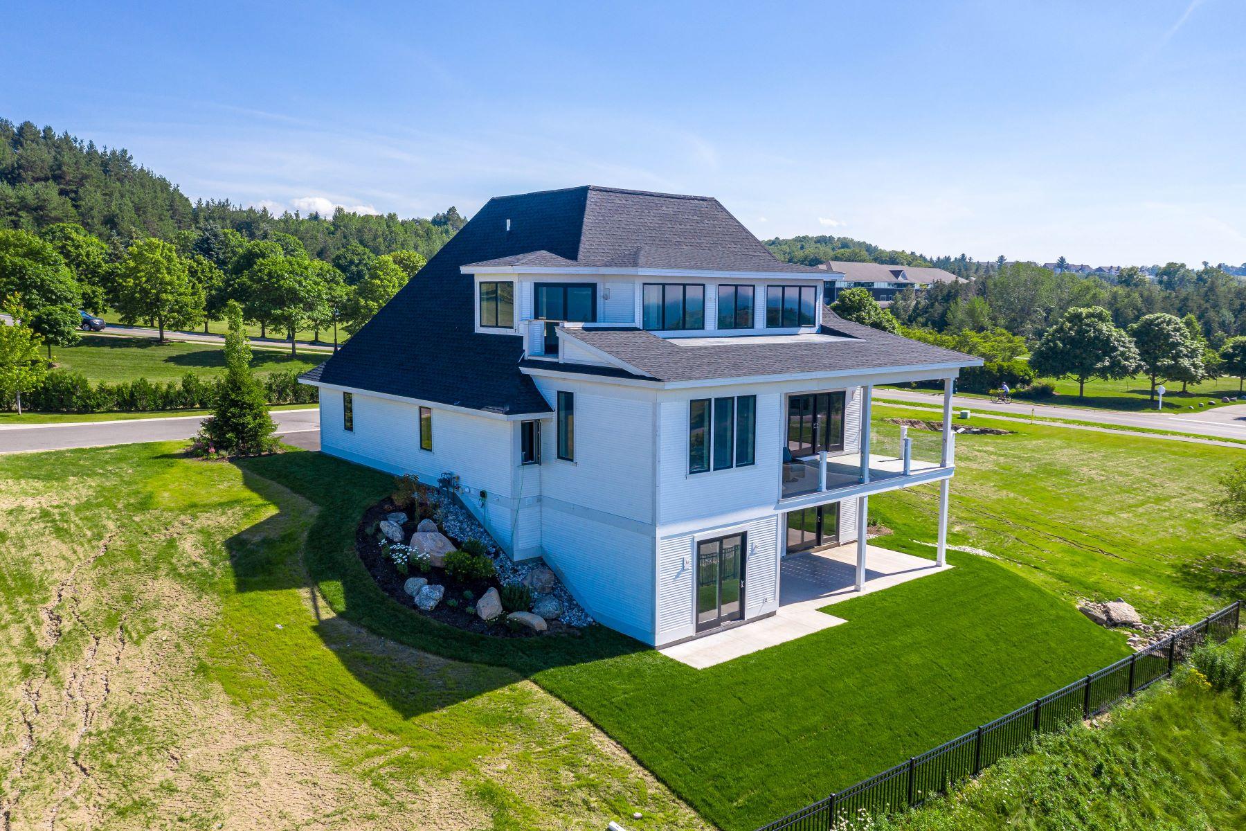 Single Family Homes 为 销售 在 3792 Cliffs Drive Unit 3, The Ridge 巴尔港, 密歇根州 49770 美国