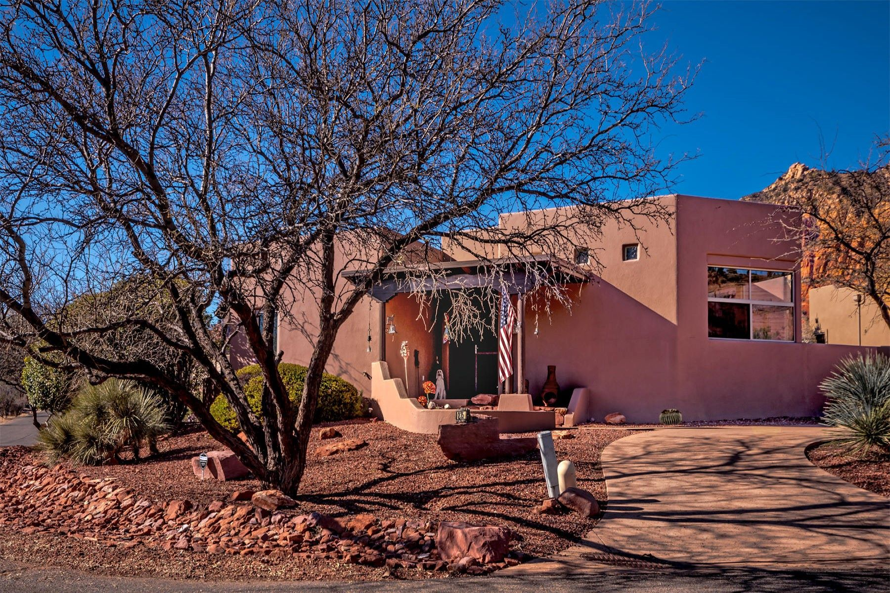Vivienda unifamiliar por un Venta en Home with Red Rock views 235 Yucca Drive, Sedona, Arizona, 86336 Estados Unidos