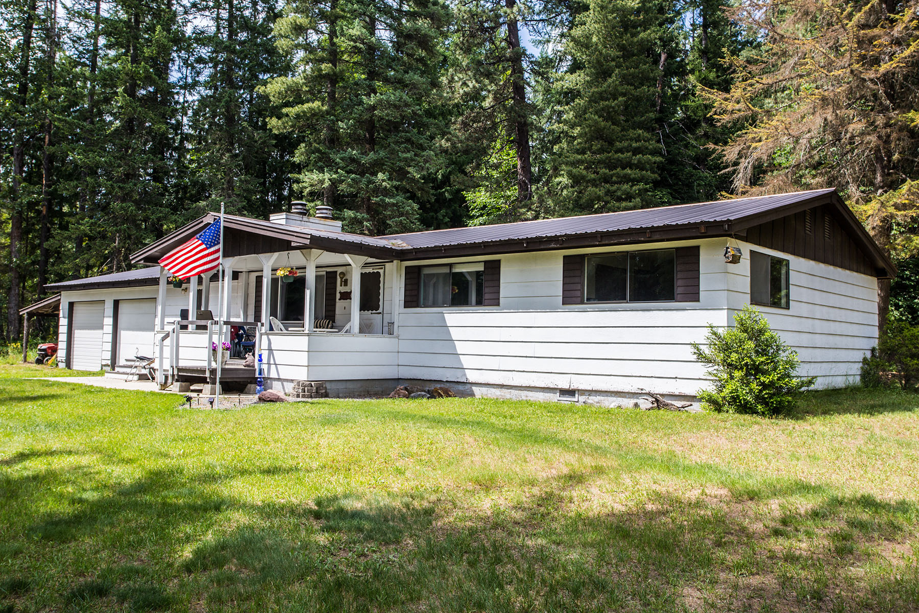 Single Family Home for Sale at Come and experience the privacy of a country home 102 Forty Acres Rd Sandpoint, Idaho, 83864 United States