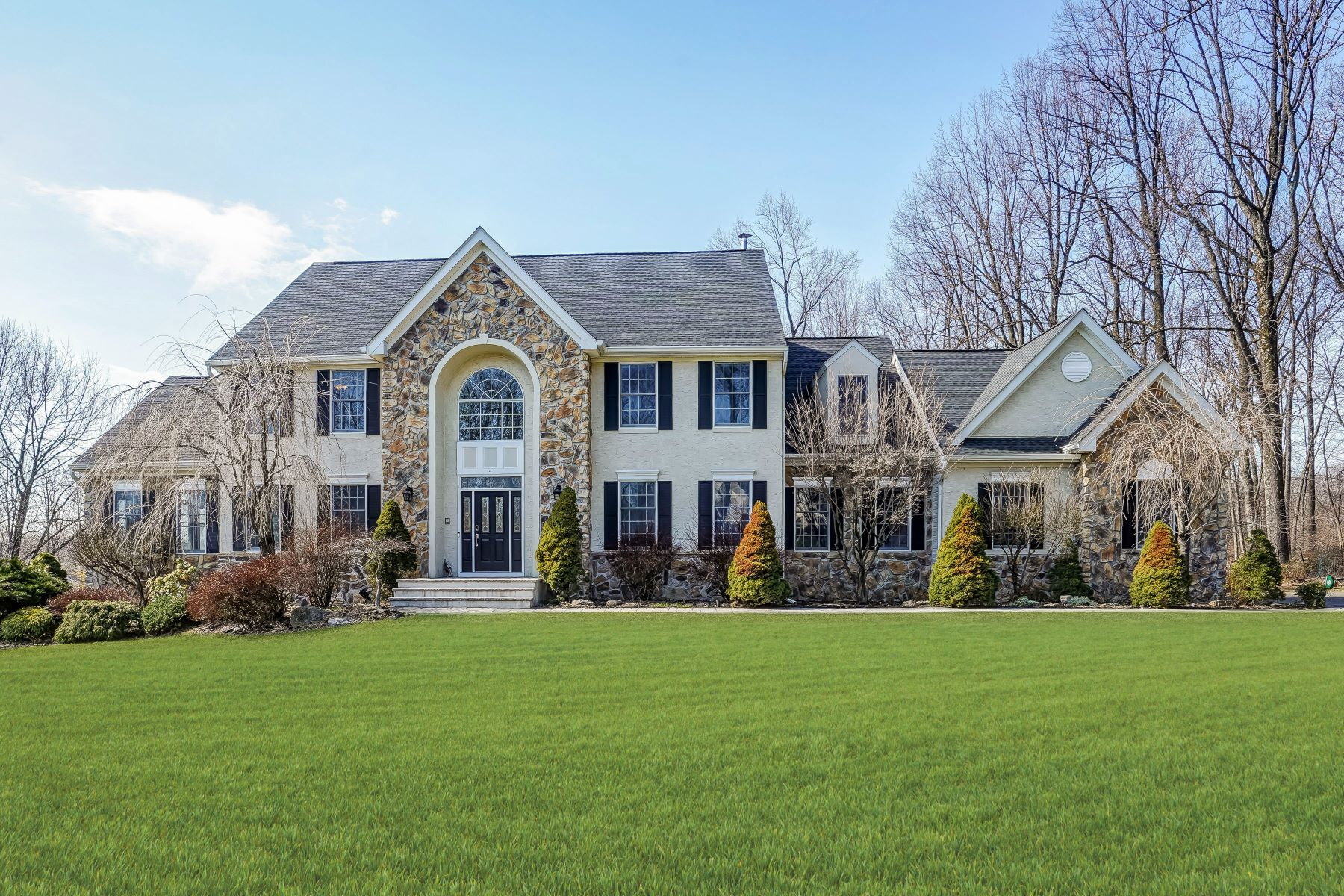 Single Family Homes vì Bán tại Beautifully Appointed Colonial 4 Alexandra Lane, Long Valley, New Jersey 07853 Hoa Kỳ
