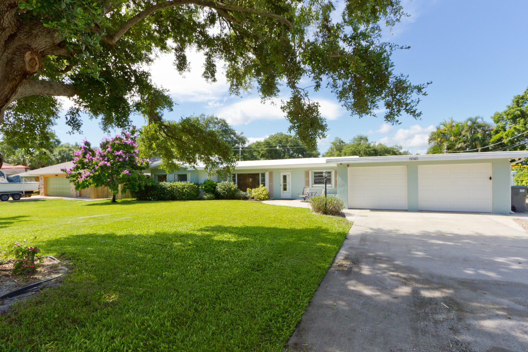 Additional photo for property listing at Newly Renovated with Beachy Chic Style! 6645 110th Street Sebastian, Florida 32958 United States