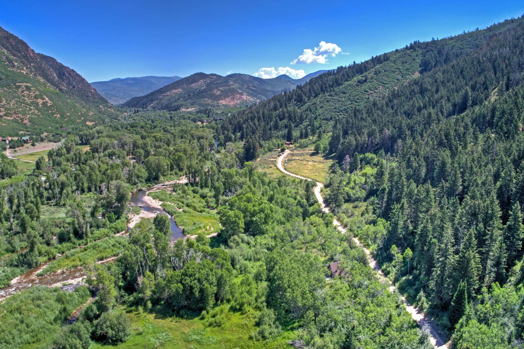 土地 为 销售 在 Generational River Front Ranch in Weber Canyon on 38 Acres 2307 E Weber Wild Rd 奥克利, 犹他州, 84055 美国