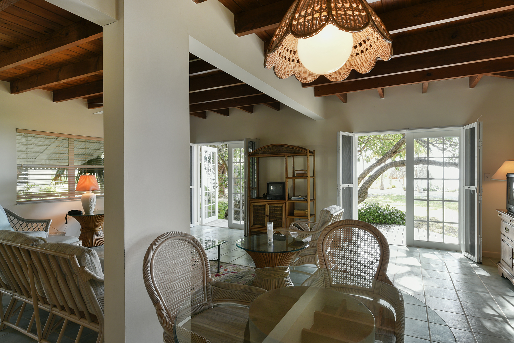 Additional photo for property listing at Timeless Classic Bayfront Estate 82698 Overseas Highway Islamorada, Φλοριντα 33036 Ηνωμενεσ Πολιτειεσ