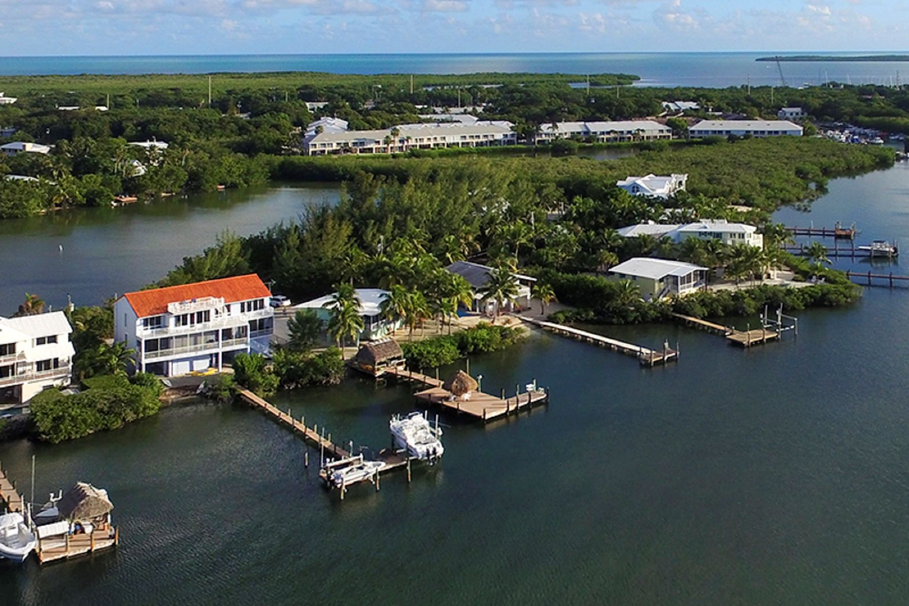 Additional photo for property listing at Custom Bayfront Home 30 S Bounty Ln Key Largo, Florida 33037 Estados Unidos
