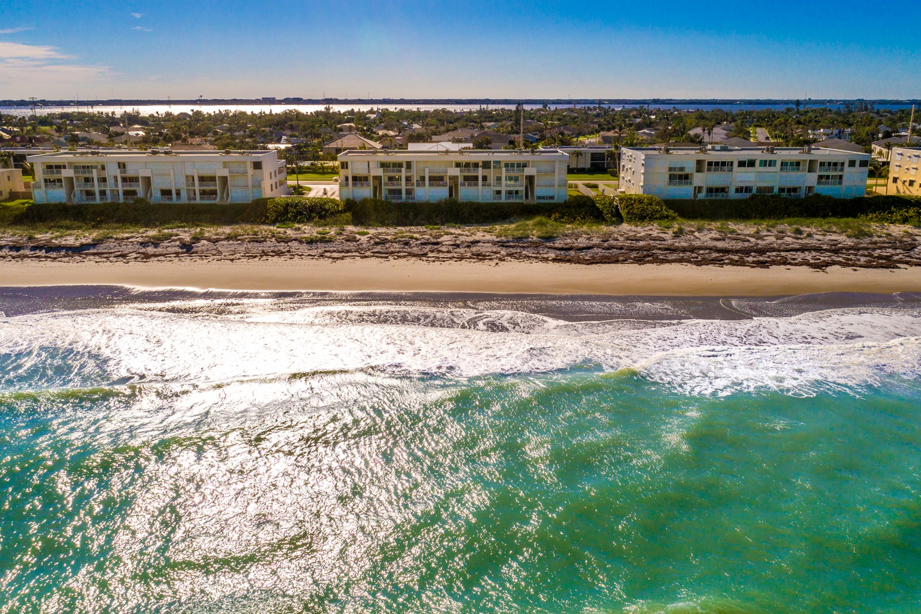 Additional photo for property listing at The Breakers Penthouse 1905 Atlantic St #324 Melbourne Beach, Florida 32951 Estados Unidos