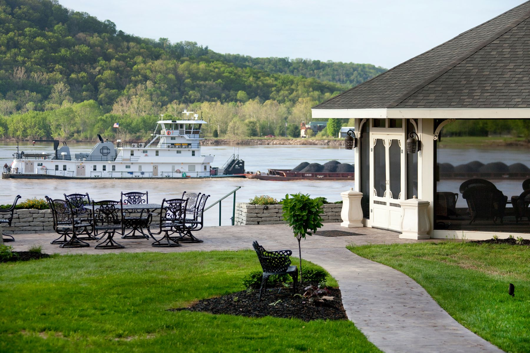 Additional photo for property listing at Historic Riverside Inn on the Ohio River 85 US Hwy 42 East Warsaw, Kentucky 41095 United States