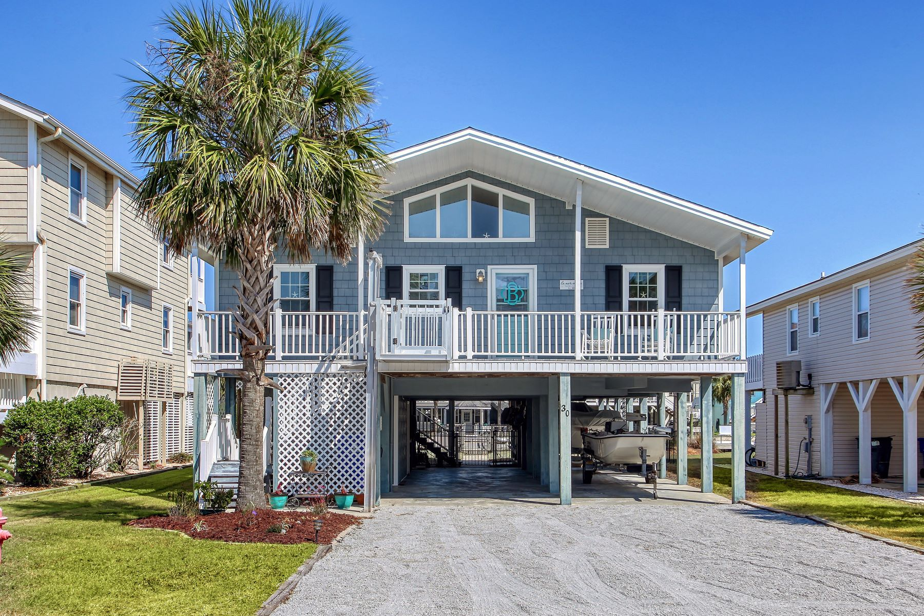 Single Family Homes for Active at Charming and Bright Canal Cottage 30 Richmond Street Ocean Isle Beach, North Carolina 28469 United States