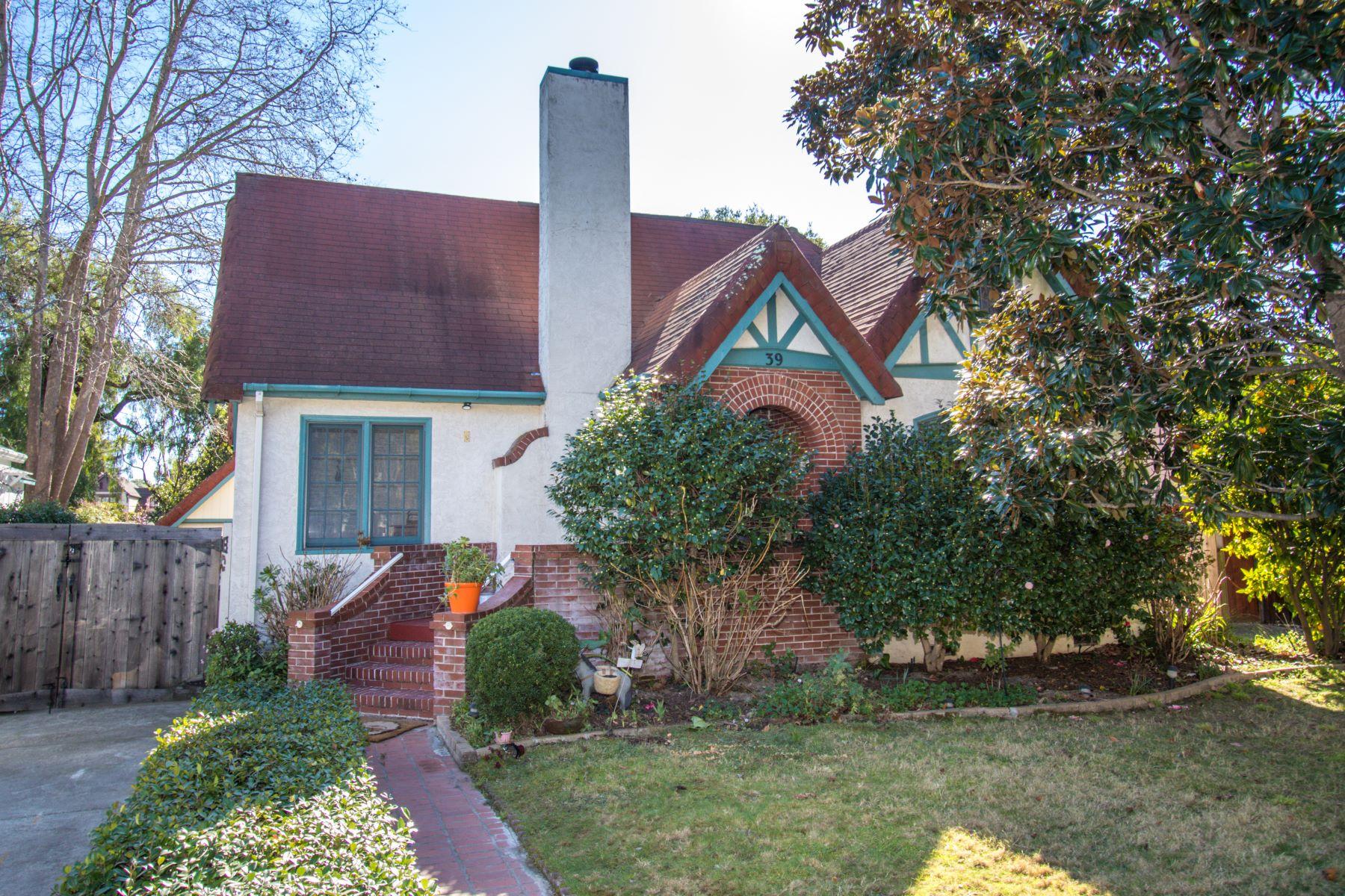 Single Family Homes para Venda às Large 1926 Tudor Home in Wellesley Park 39 Finger Avenue, Redwood City, Califórnia 94062 Estados Unidos