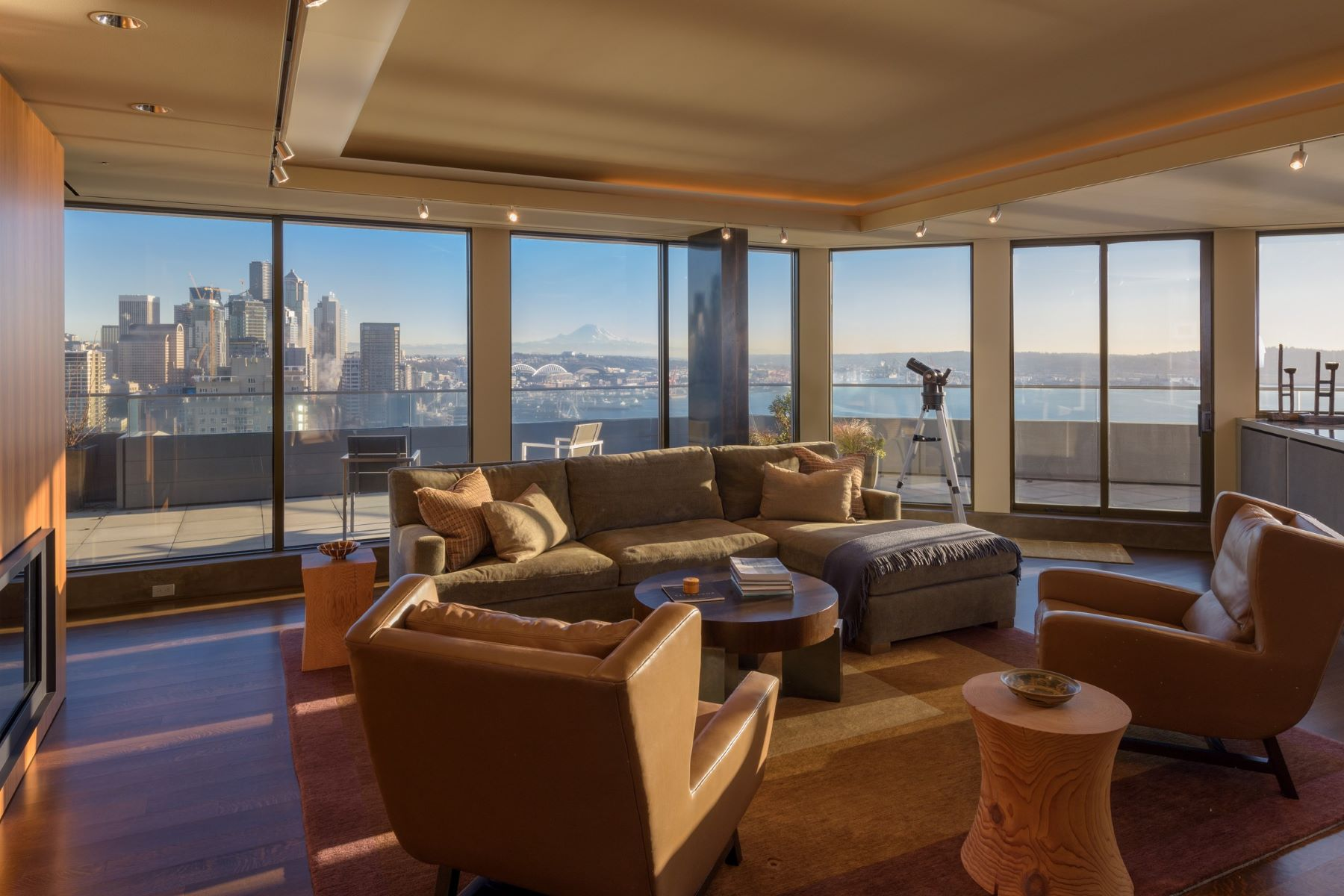 Condominio por un Venta en Seattle Penthouse XX 2nd Avenue Seattle, Washington 98121 Estados Unidos