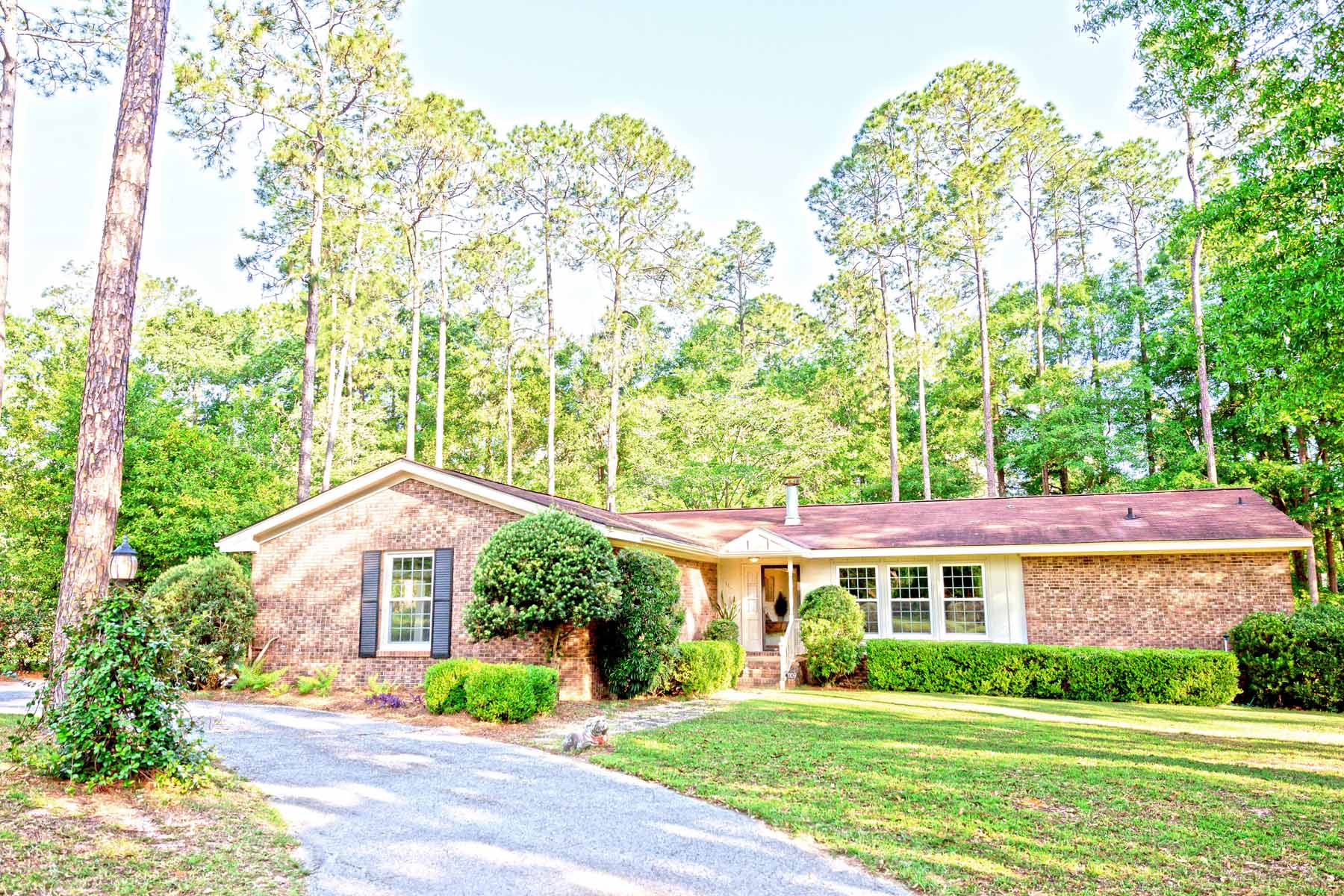 Vivienda unifamiliar por un Venta en Lake Douglas Cottage 1109 Willis Street Bainbridge, Georgia, 39819 Estados Unidos