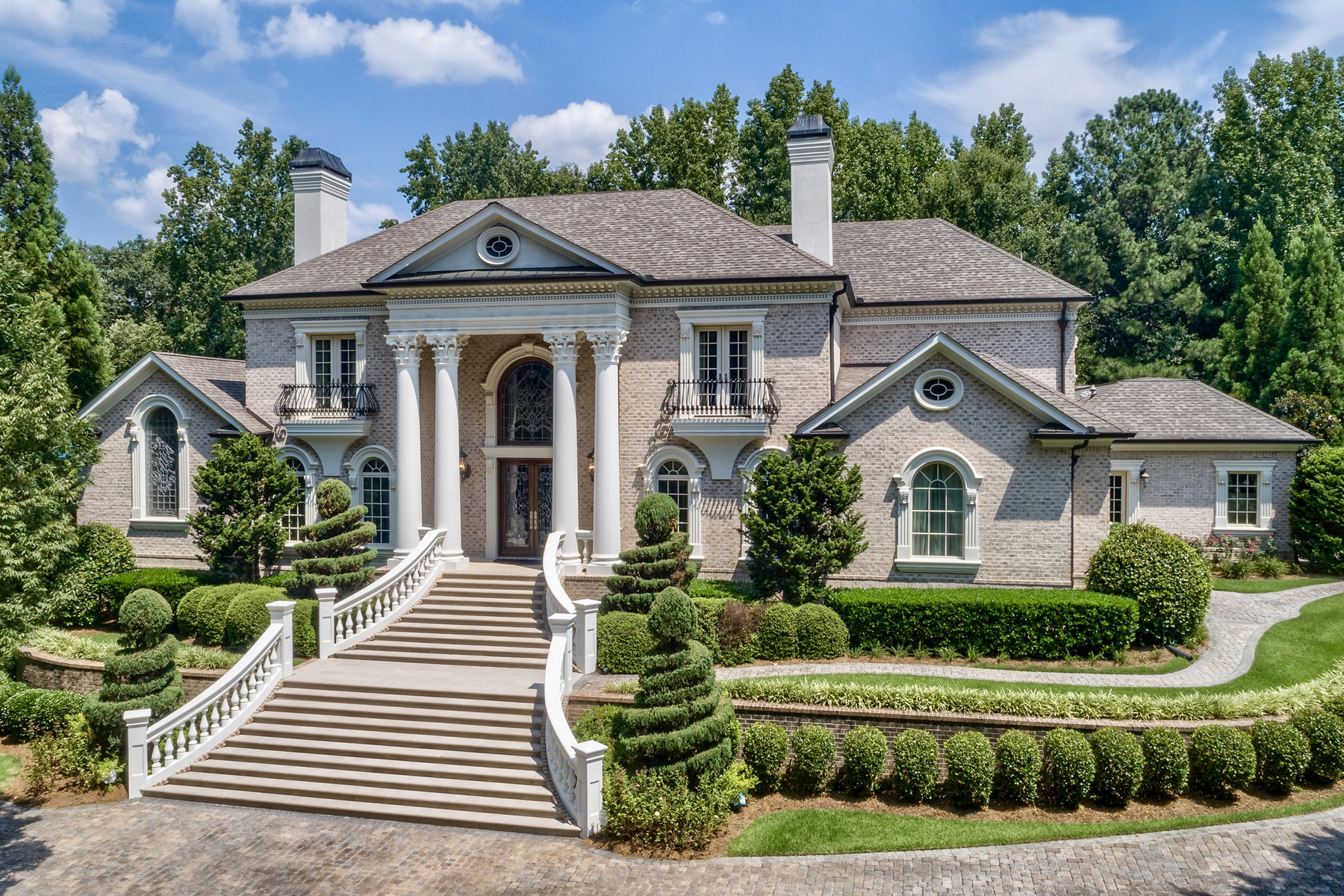 Villa per Vendita alle ore Executive Home With Chattahoochee River Frontage 131 Royal Dornoch Drive Johns Creek, Georgia 30097 Stati Uniti