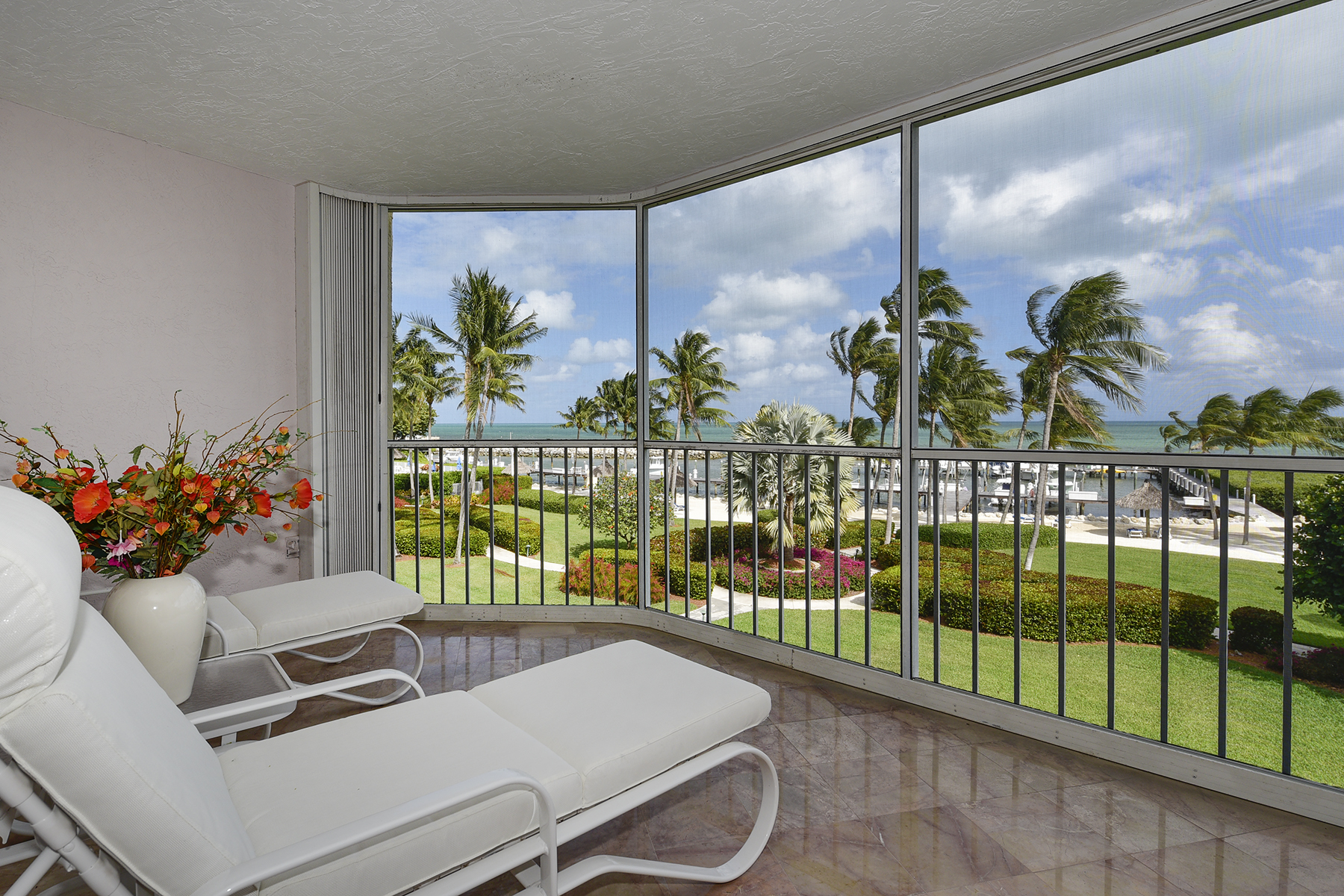 Condominio por un Venta en Exclusive Ocean Harbor Club 87851 Overseas Highway P-21 Islamorada, Florida 33036 Estados Unidos