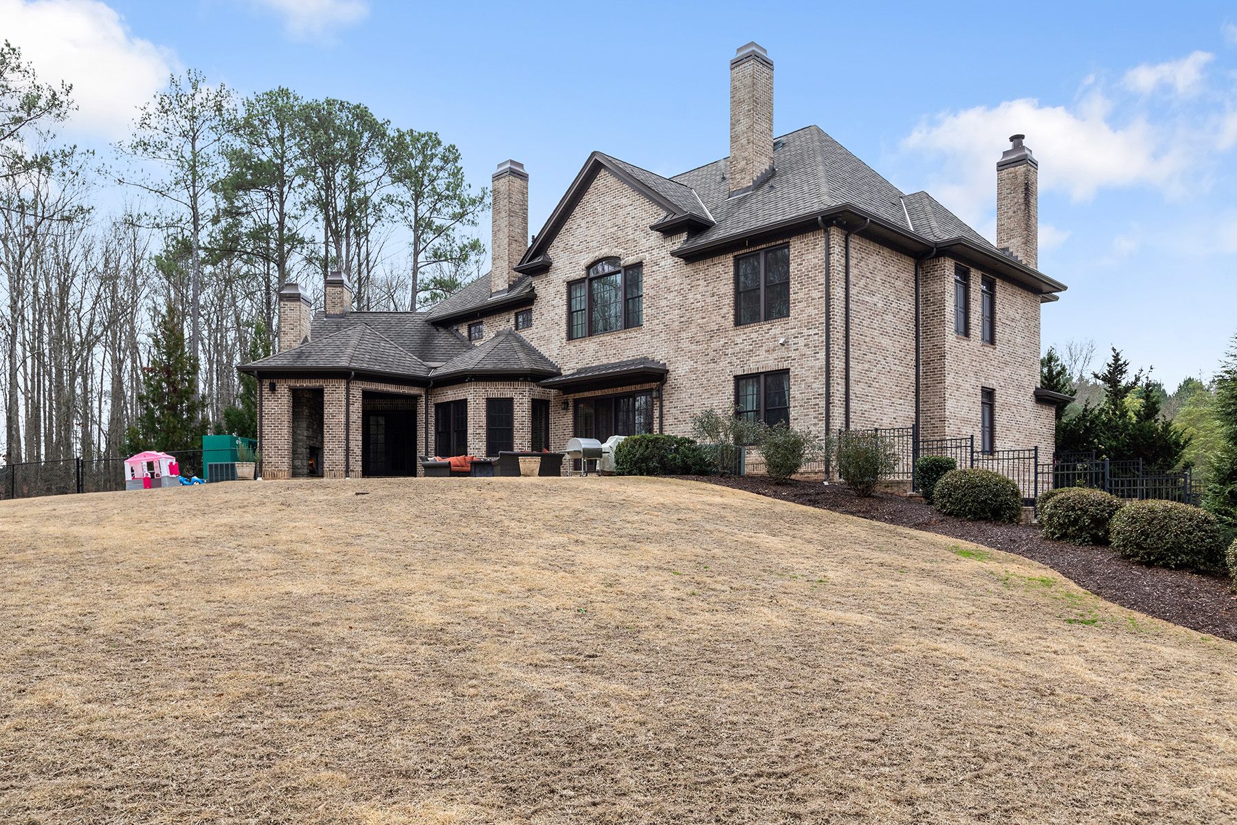 Additional photo for property listing at Gated Estate Offers Privacy and Endless Luxury. 1495 East Lake Road, McDonough, Georgia 30252 Stati Uniti