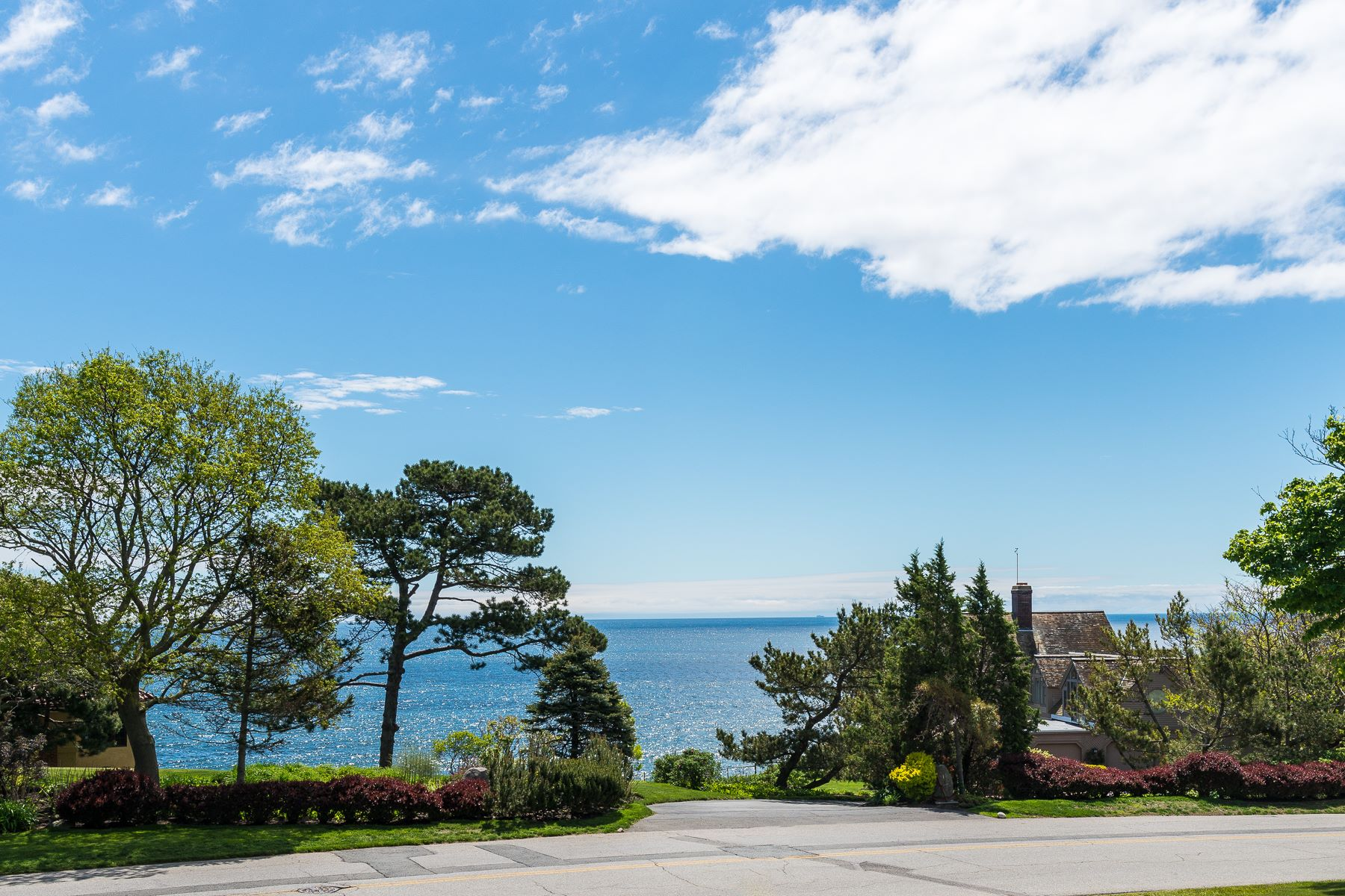 Moradia para Venda às Classic and Stately 5BR/4BA Colonial with Dazzling Ocean Views 312 Ocean Avenue Marblehead, Massachusetts, 01945 Estados Unidos