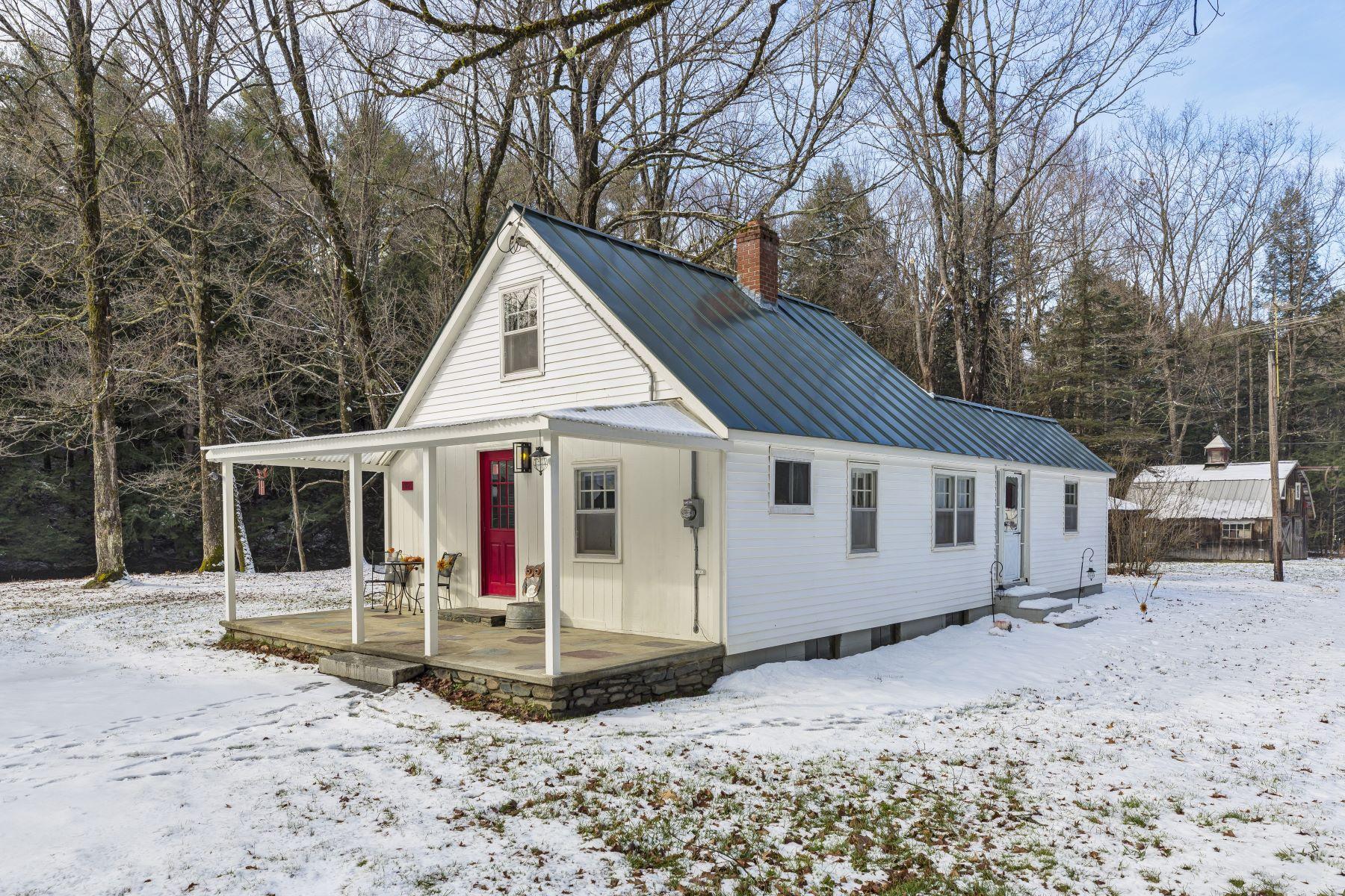 Single Family Homes por un Venta en Three Bedroom Cape in Lebanon 136 Trues Brook Rd Lebanon, Nueva Hampshire 03784 Estados Unidos