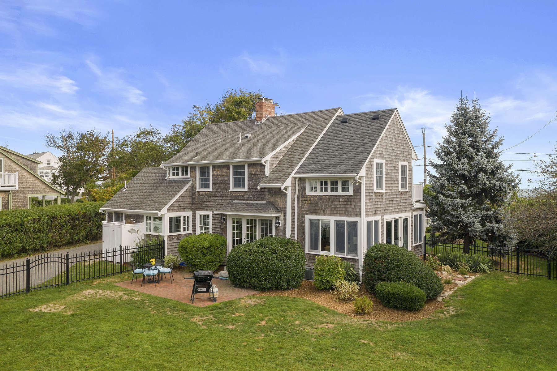 Single Family Homes pour l Vente à 55 Crescent Ave, Scituate 55 Crescent Avenue Scituate, Massachusetts 02066 États-Unis