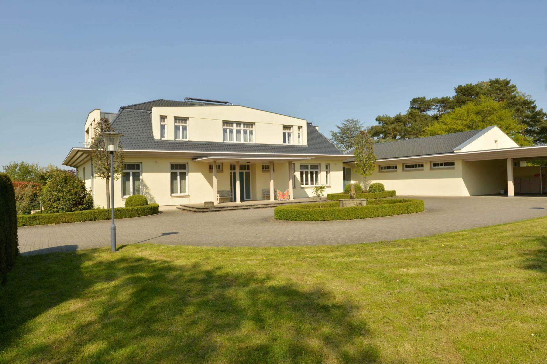 Additional photo for property listing at Stud Wachtberg Wachtberg, North Rhine Westphalia Germany