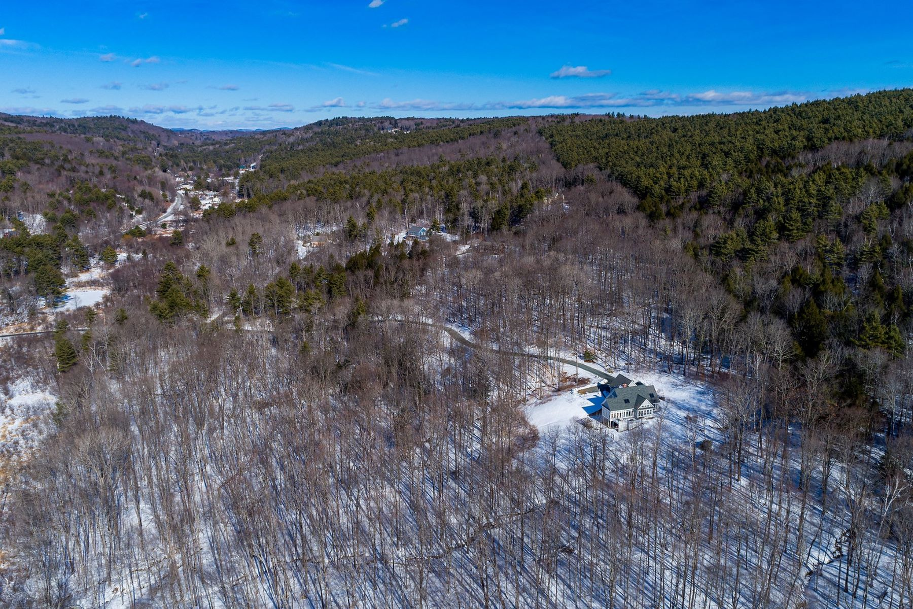 Single Family Homes for Sale at 40 Sundback Road Norwich, Vermont 05055 United States