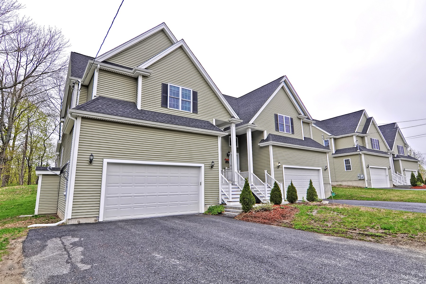 Single Family Homes for Active at Beautiful Newer Construction Duplex 99 Elm Street - Unit 99 Shrewsbury, Massachusetts 01545 United States