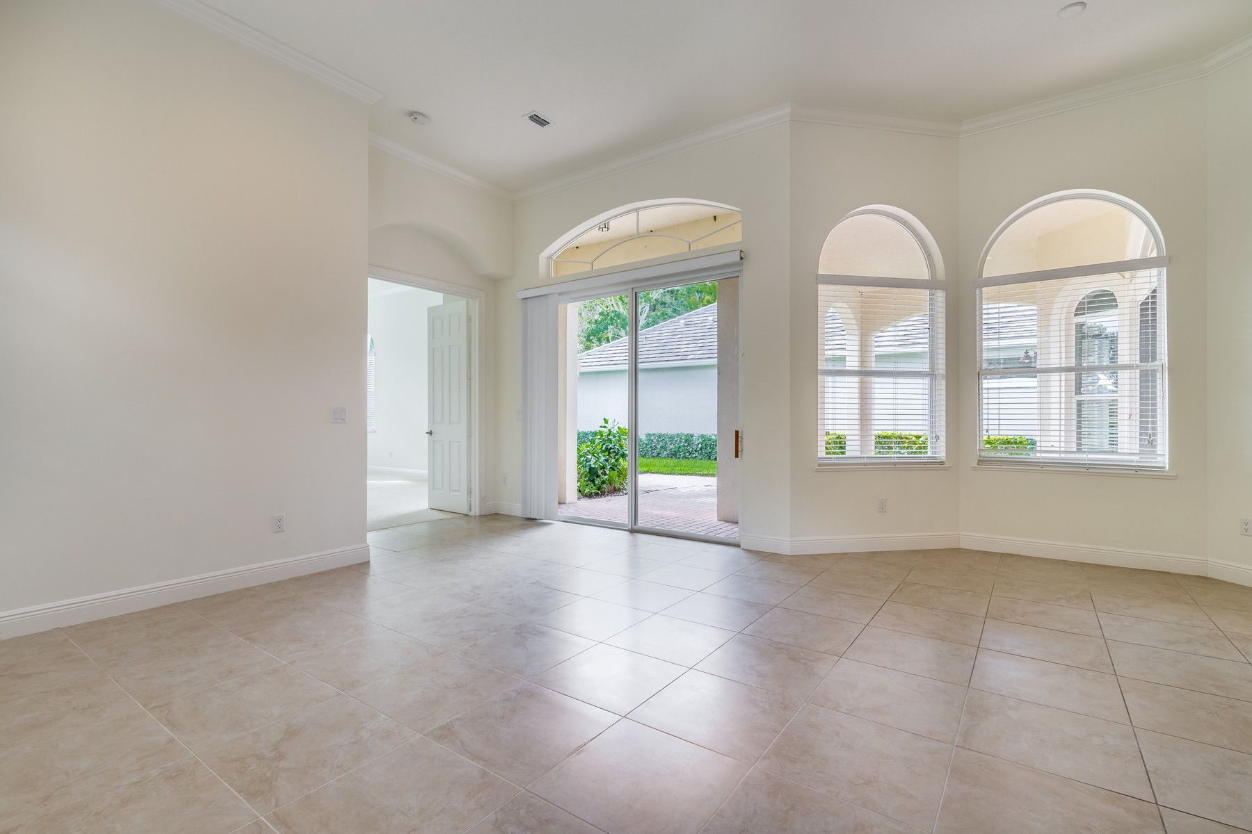 Additional photo for property listing at Waterfront Home in Gated Community 2226 Falls Circle Vero Beach, Florida 32967 United States